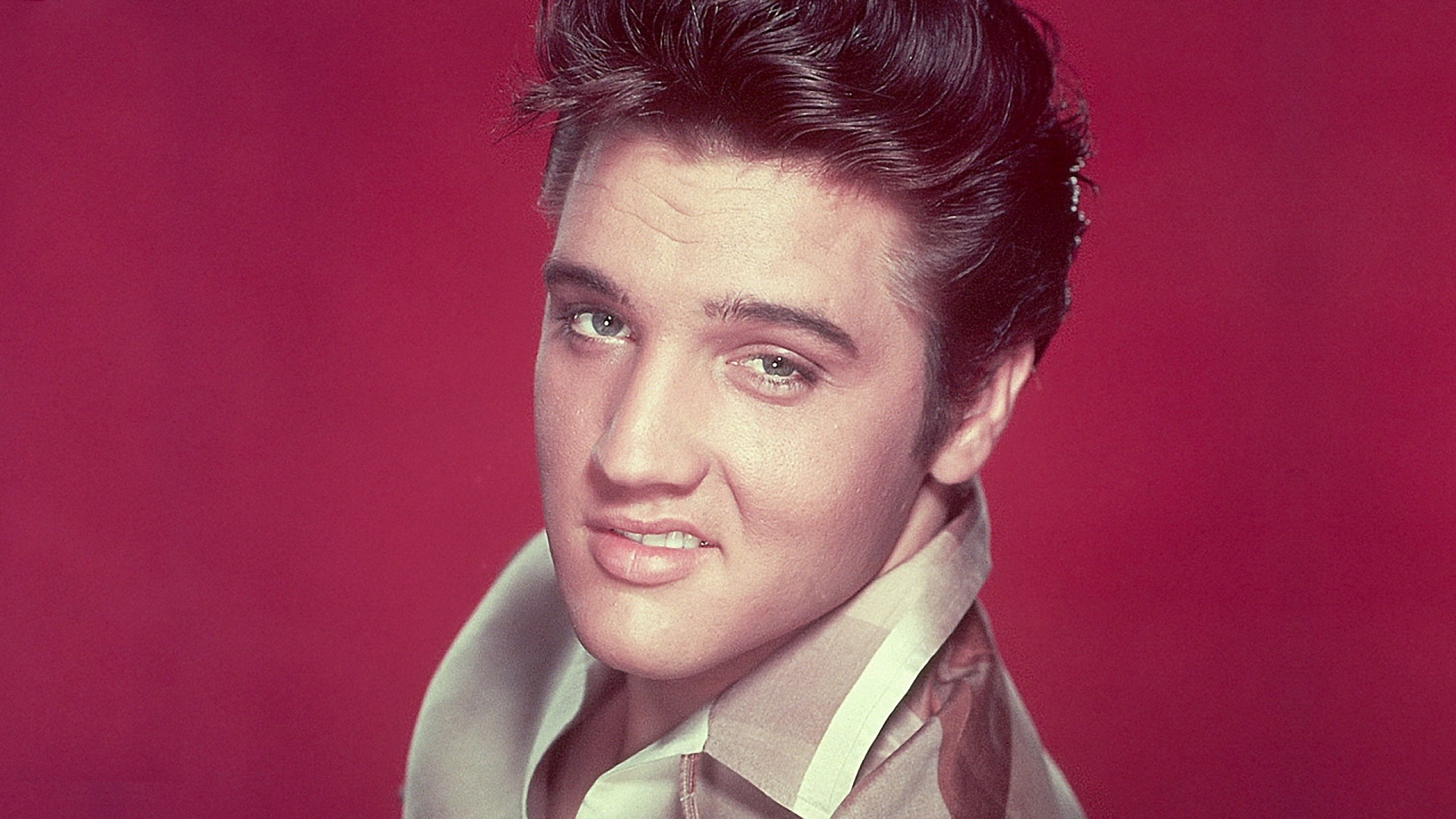 2560x1440 Preview wallpaper elvis presley, smile, face, haircut, eyes