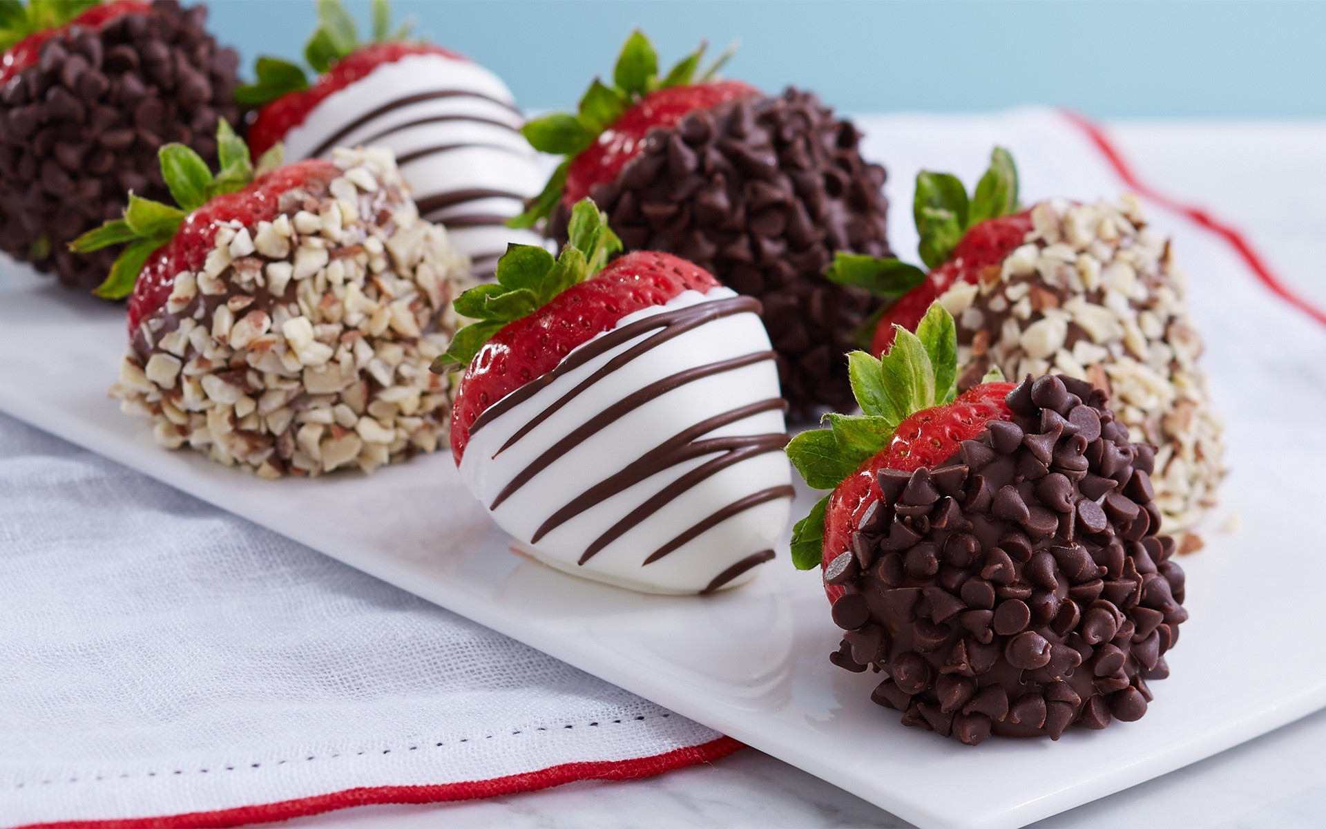 Strawberry Cake With Nuts