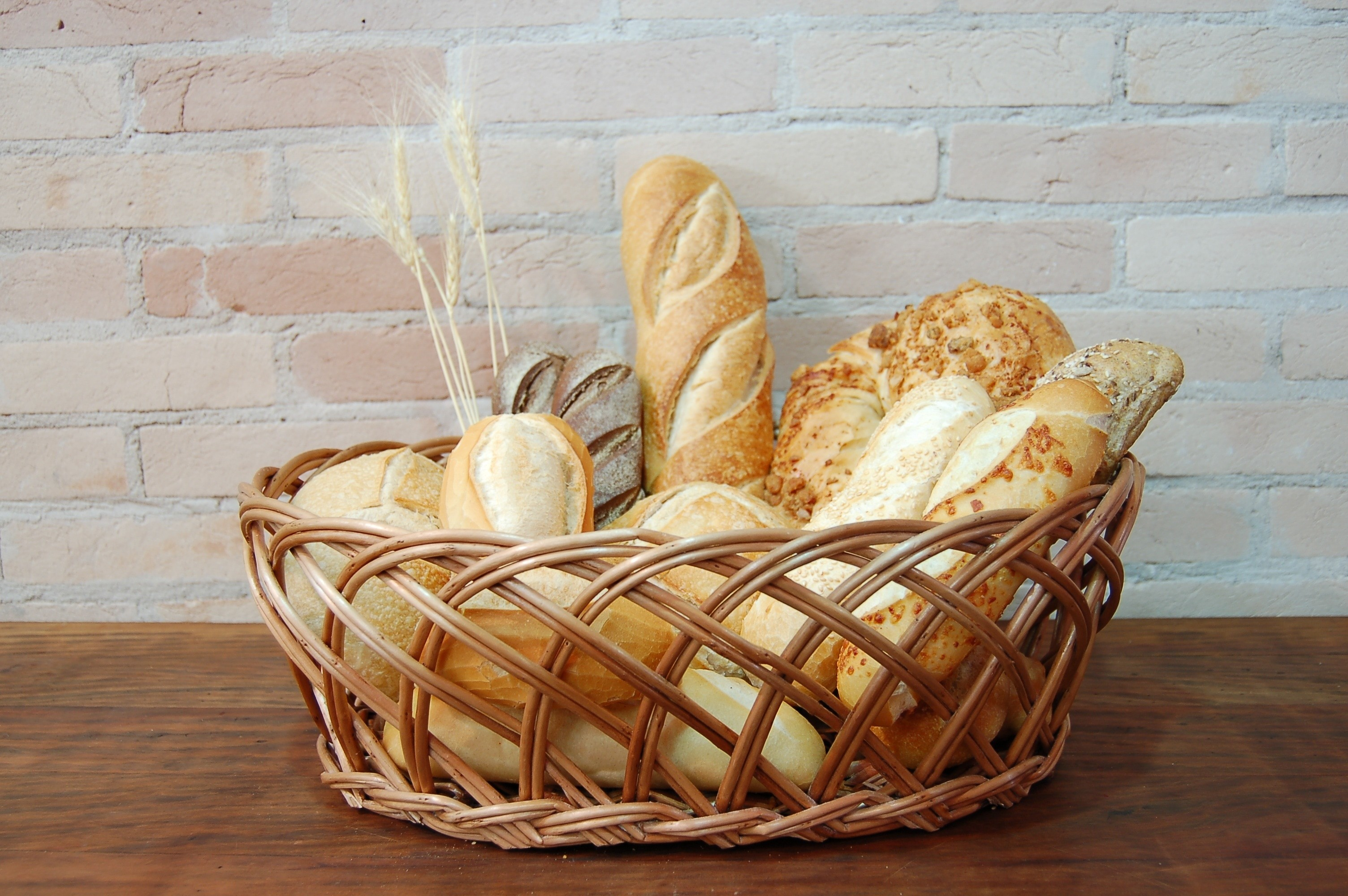 3008x2000 brown wicker bread basket and loaves of bread and baguettes