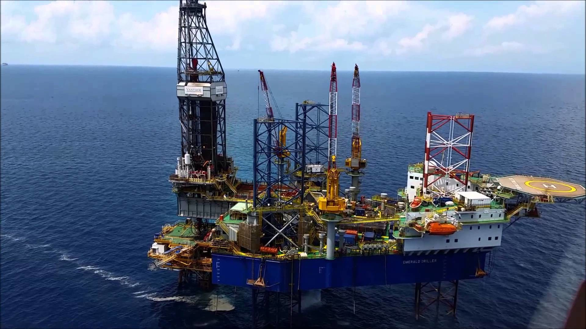 1920x1080 Oil rig in Gulf of Thailand-2015