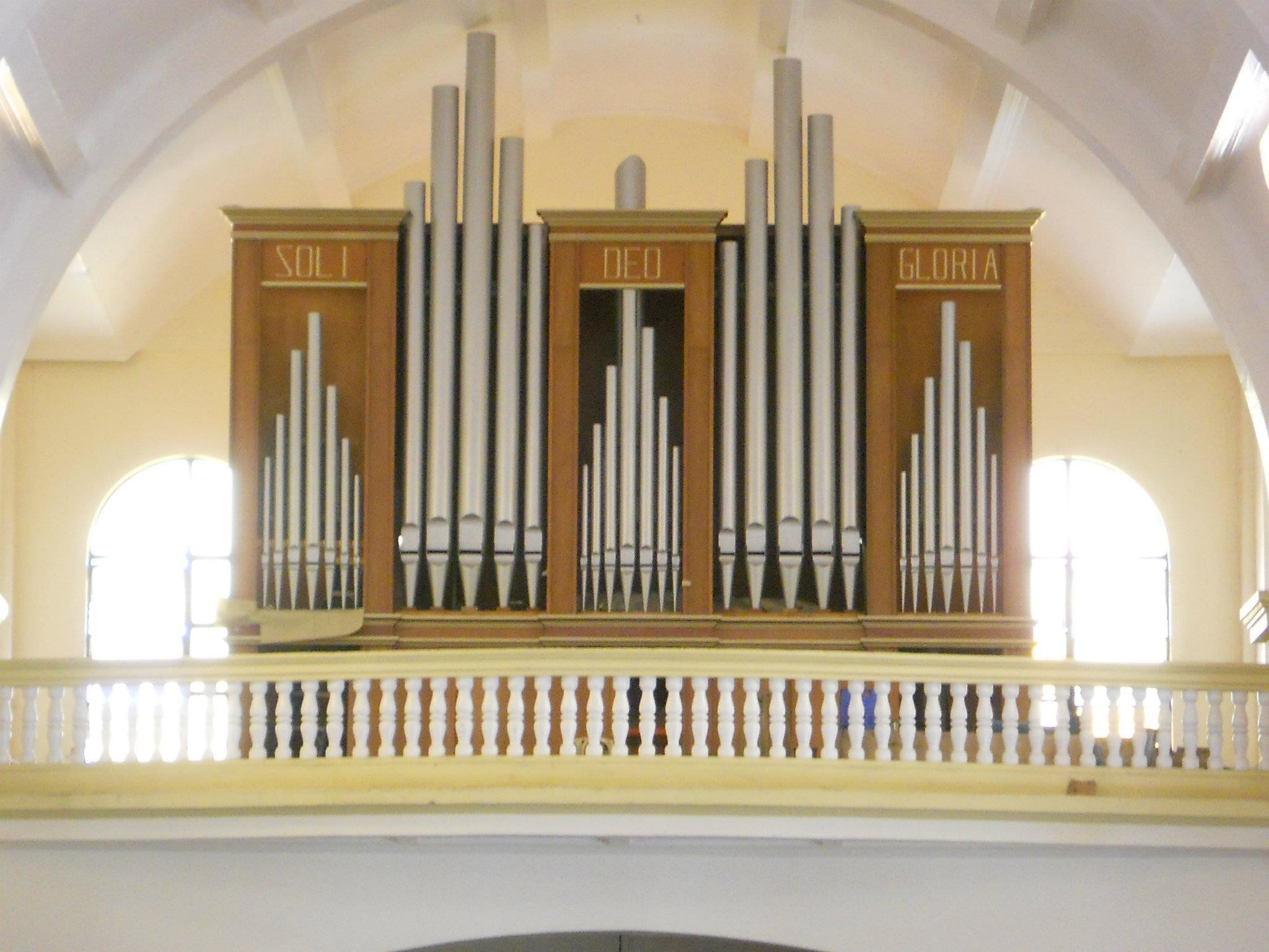 2048x1536 This majestic electro-pneumatic transept organ was constructed