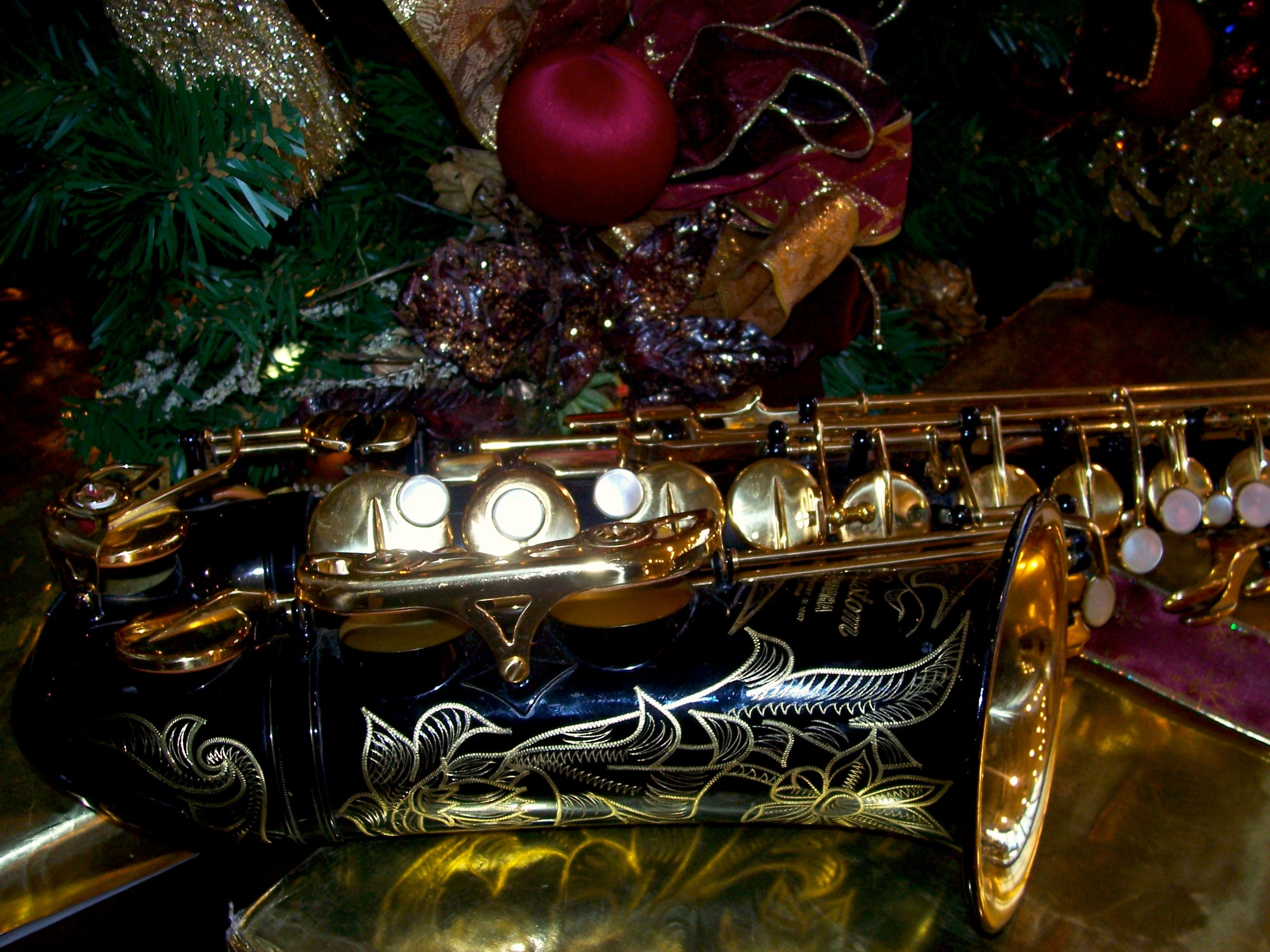 2576x1932 ... Free Christmas Saxophone Wallpaper / Screensavers - Dark Picture - For  Cell Phones - Black Yamaha