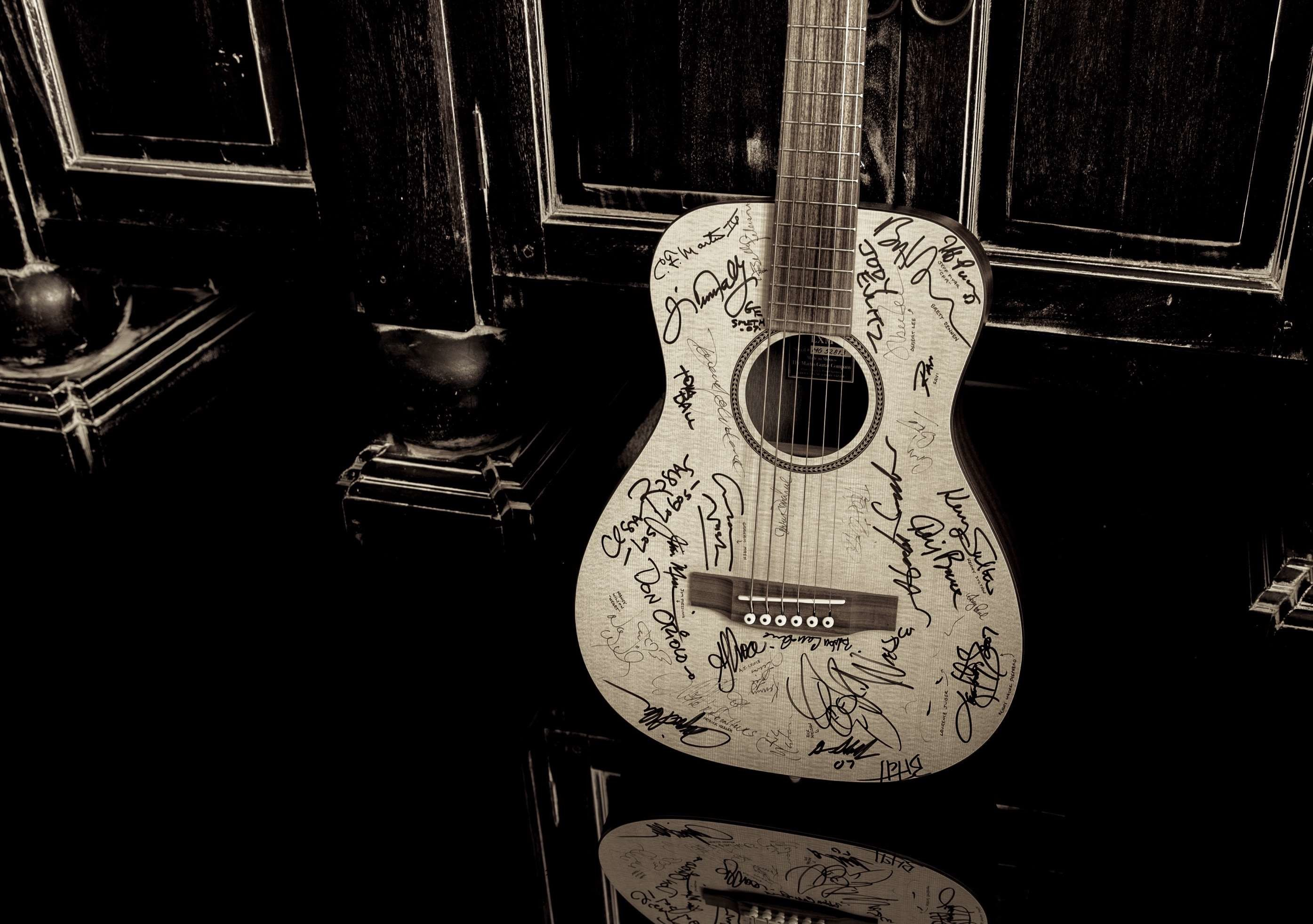 2790x1965 acoustic guitar, autograph, dark, martin guitar, signature, wood wallpaper  and background