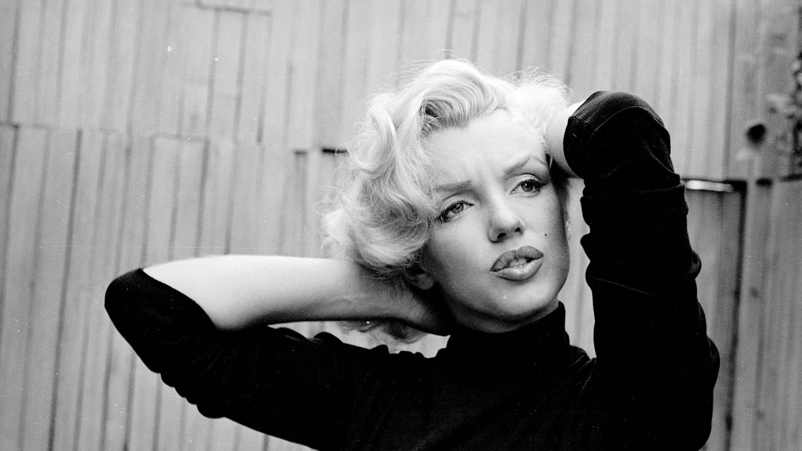 2560x1440 Preview wallpaper marilyn monroe, singer, actress, bw