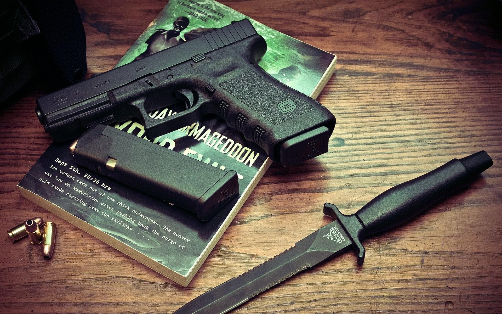 2048x1365 Glock 17 Wallpaper Hd
