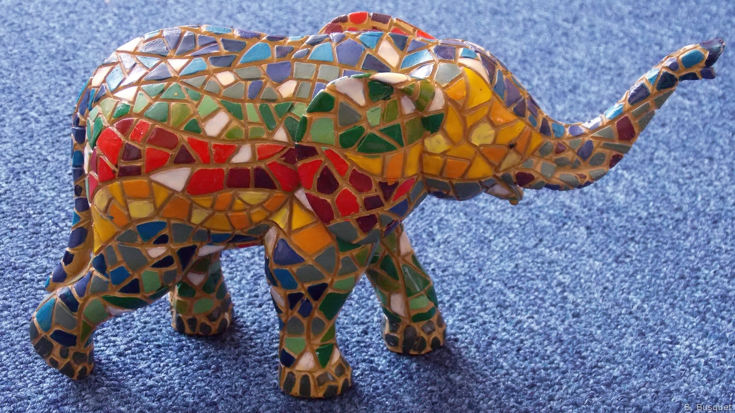 2560x1440 HD wallpaper with colorful mosaic elephant