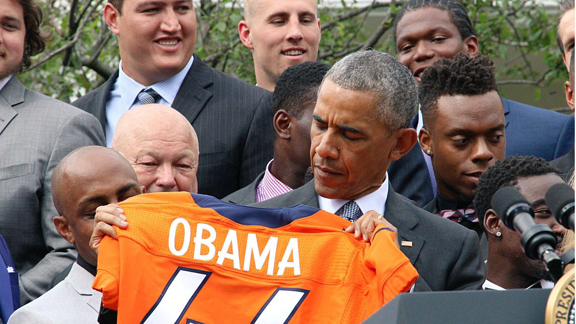1920x1080 President Obama pokes fun at Peyton Manning, Von Miller during Broncos'  White House visit