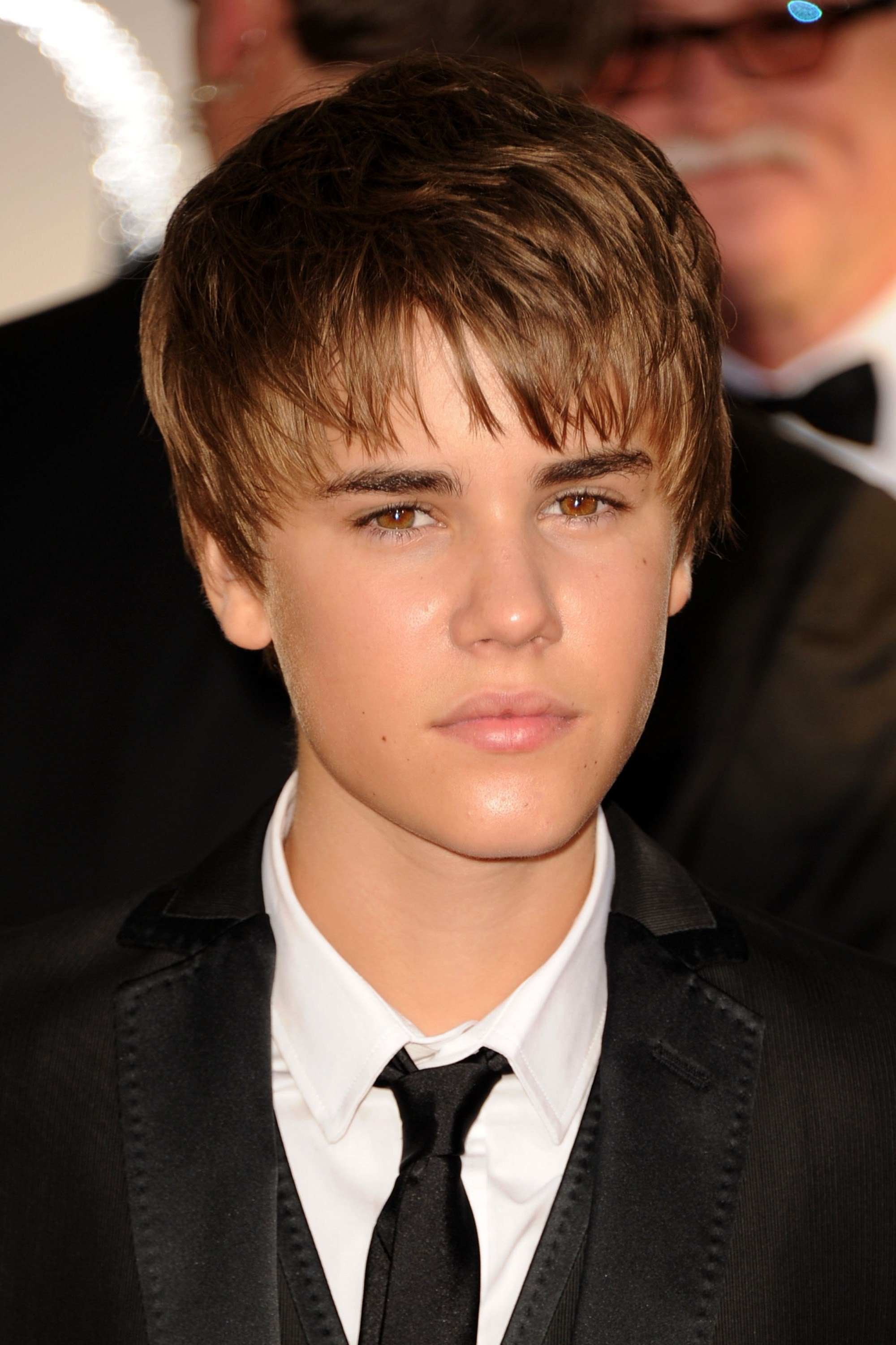 2000x3000 ... January 2011 In 2011, Justin switched it up with a more mature, piece-