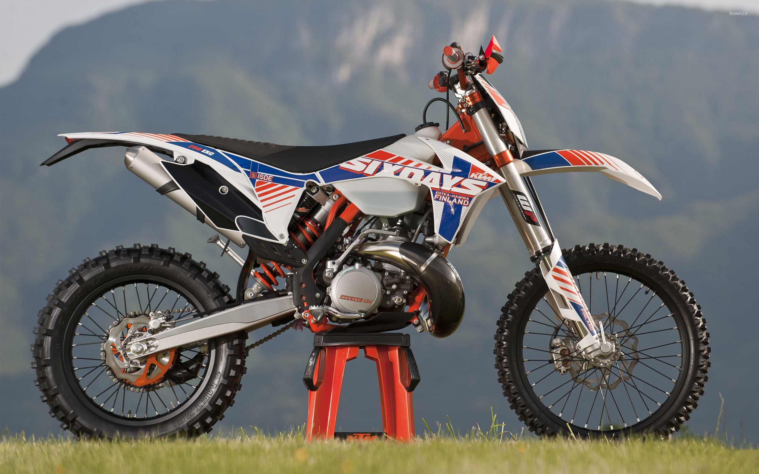 2560x1600 KTM 250 EXC side view wallpaper