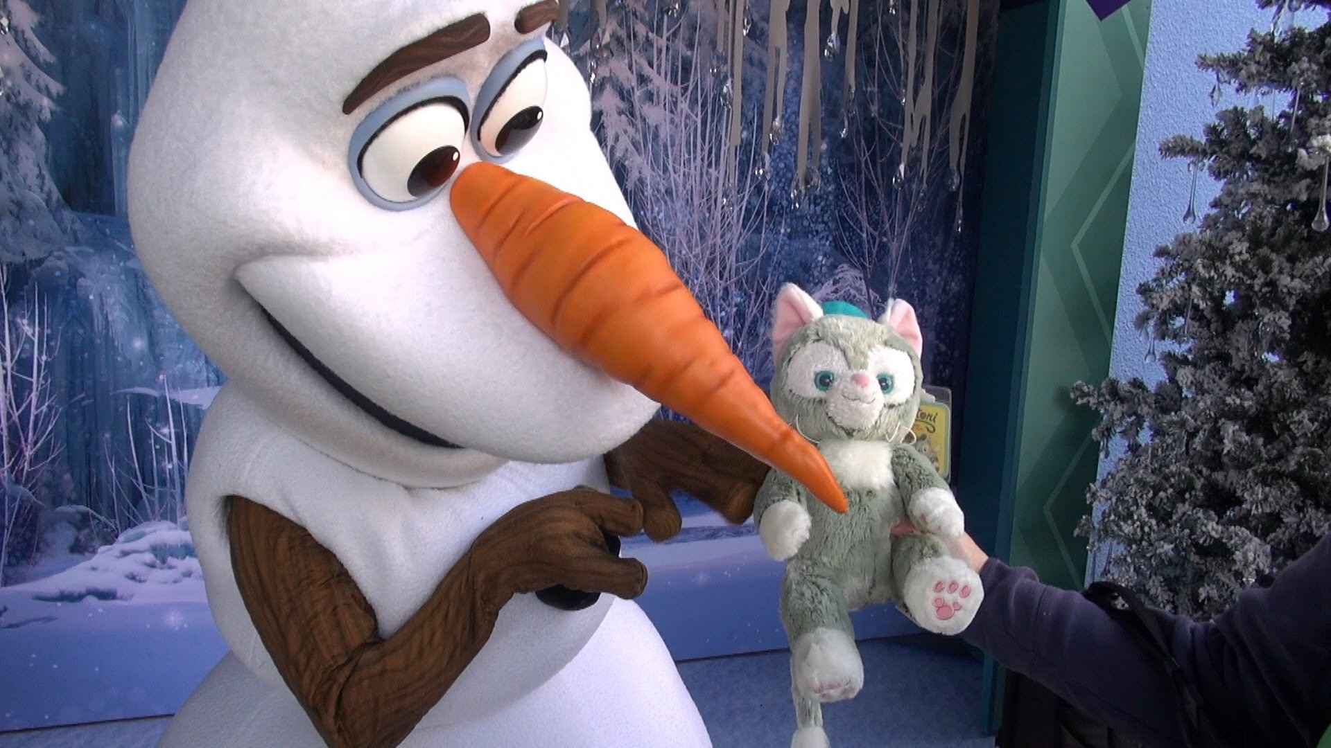 1920x1080 Olaf Meets Gelatoni for the First Time, Gives Warm Hug, Disney California  Adventure, Disneyland 60th - YouTube