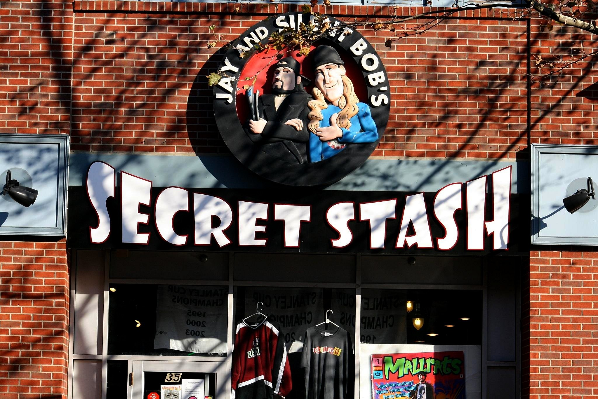 2048x1367 File:Jay and Silent Bob's Secret Stash . Red Bank . New Jersey.jpg