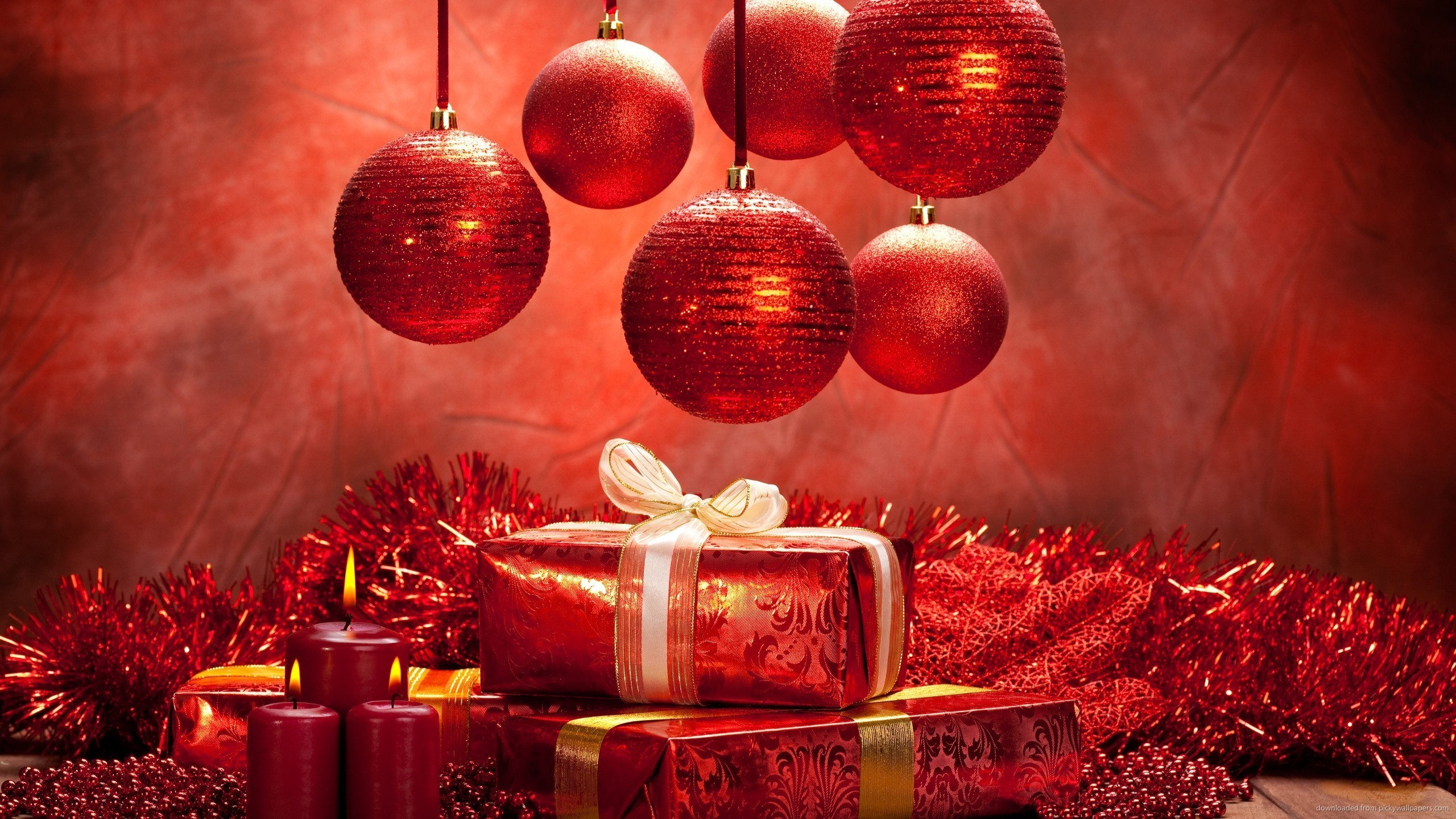 2560x1440 Red Christmas Presents and Balls for