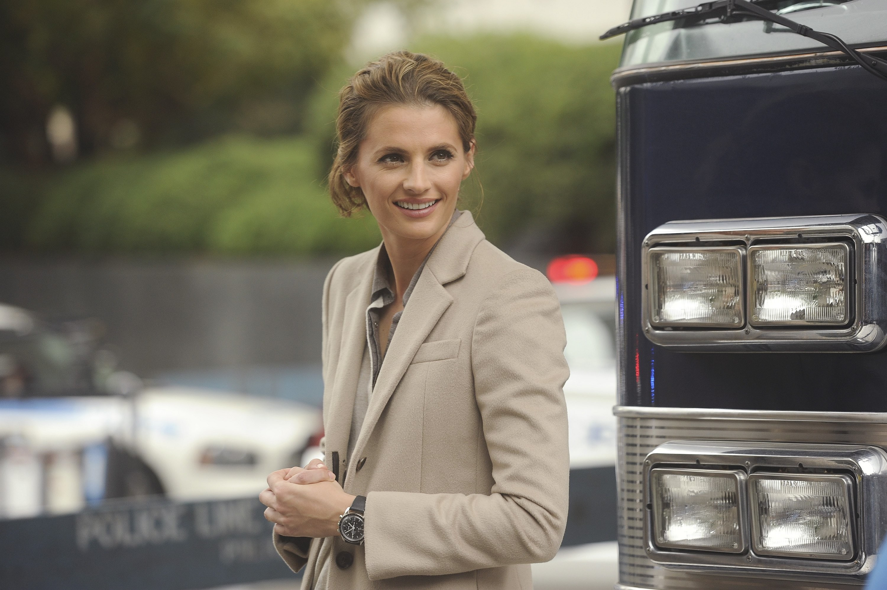 3000x1996 » Behind the scenes | Stana Katic