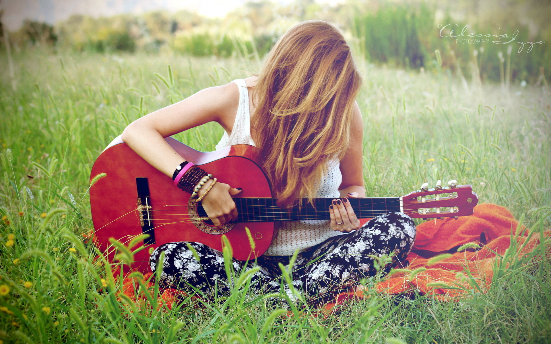 224 Best Images About Girls With Guitars On Pinterest: Guitar Girls Wallpaper (76+ Images