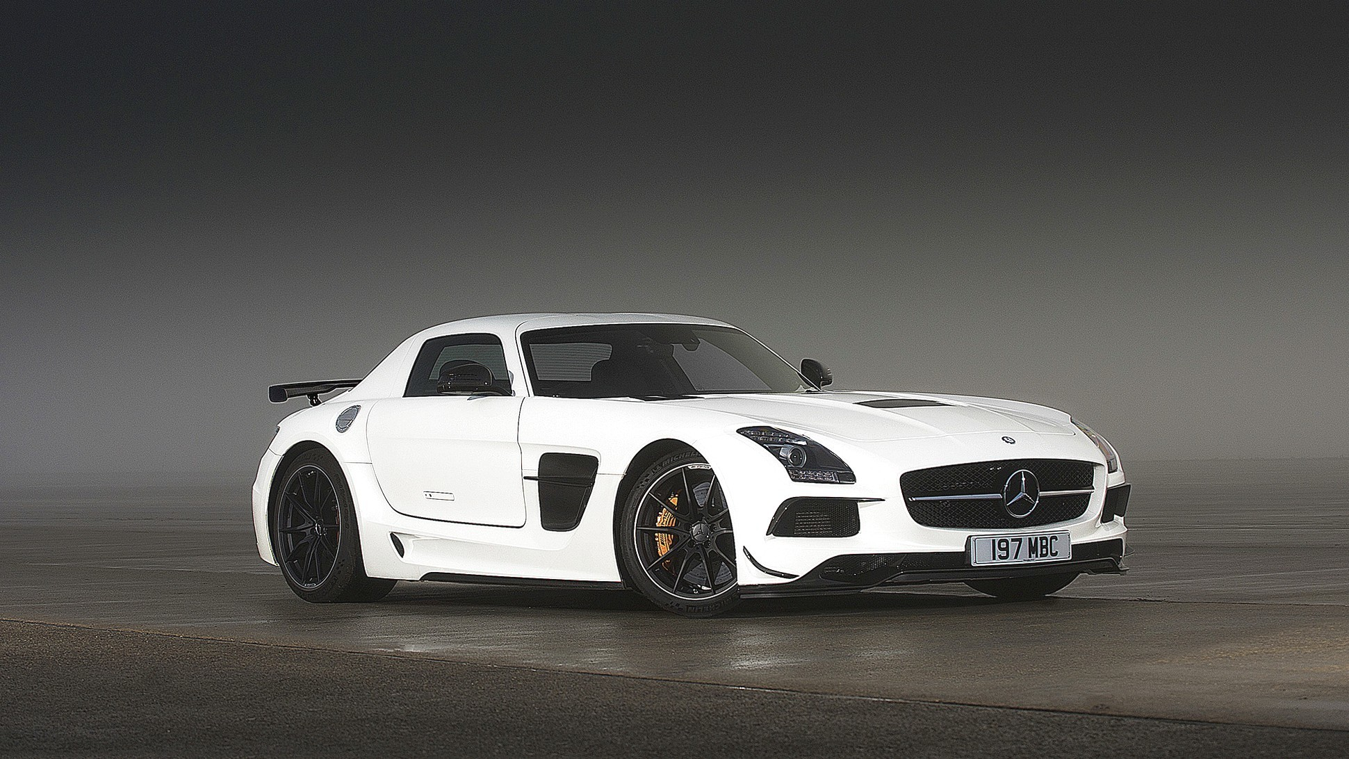 1941x1092 2014 Mercedes Benz Sls Amg Black Series V7 Hd Car Wallpaper