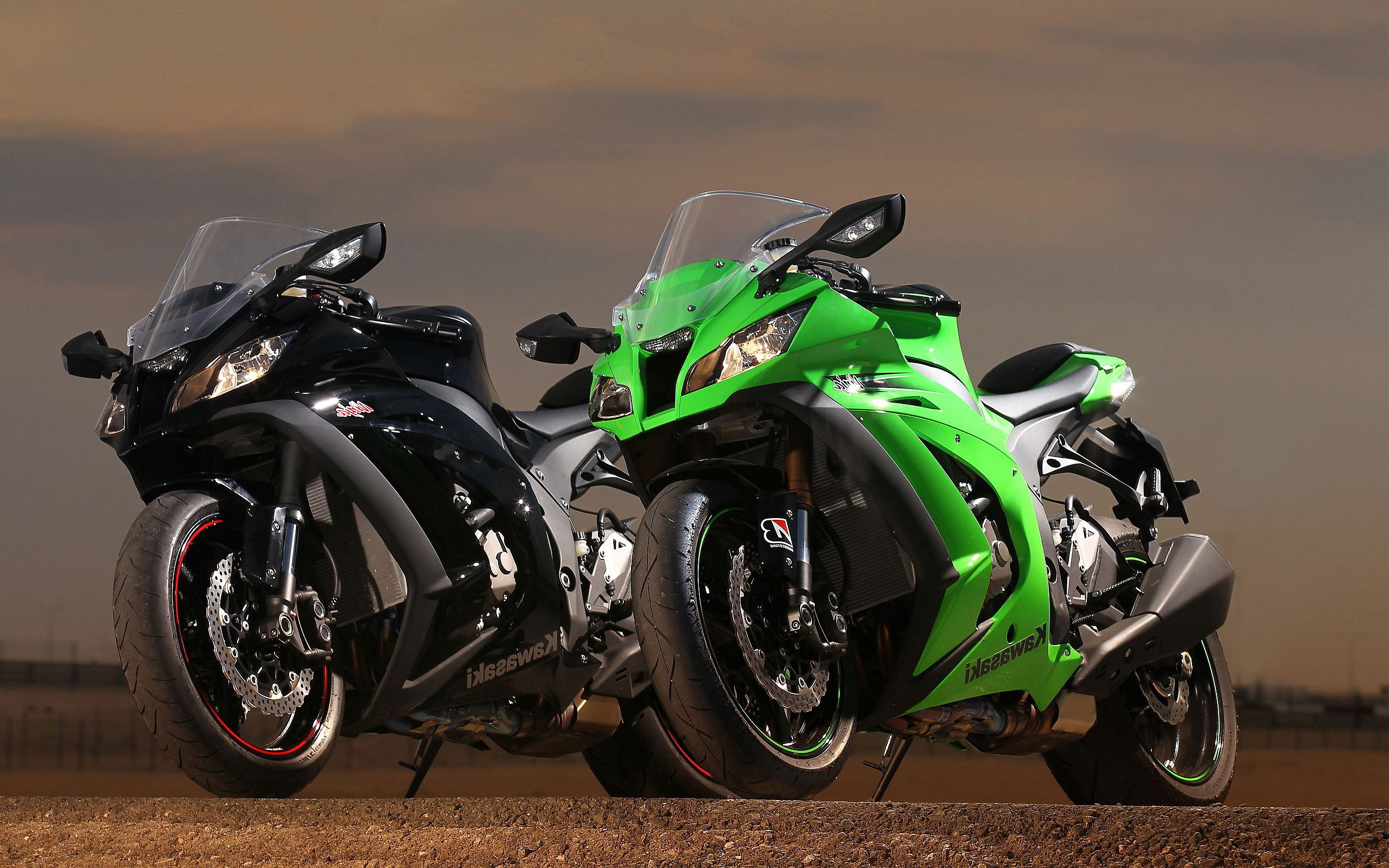 2560x1600 Kawasaki Z1000 Sx Bikers Picture Wallpaper