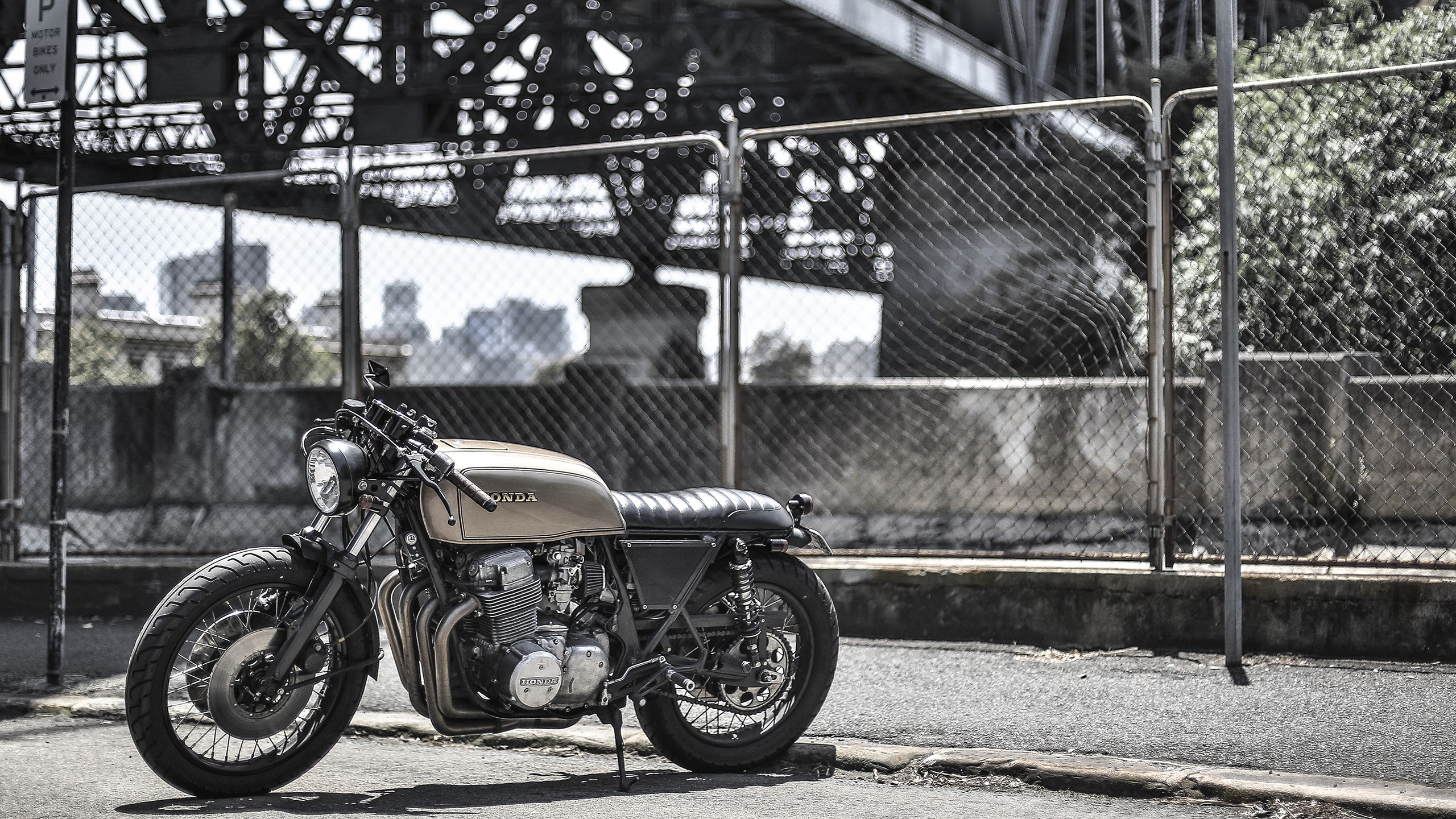 2560x1440 Honda, Motorcycle, Fence, Bridge, Bobber Wallpapers HD / Desktop and Mobile  Backgrounds