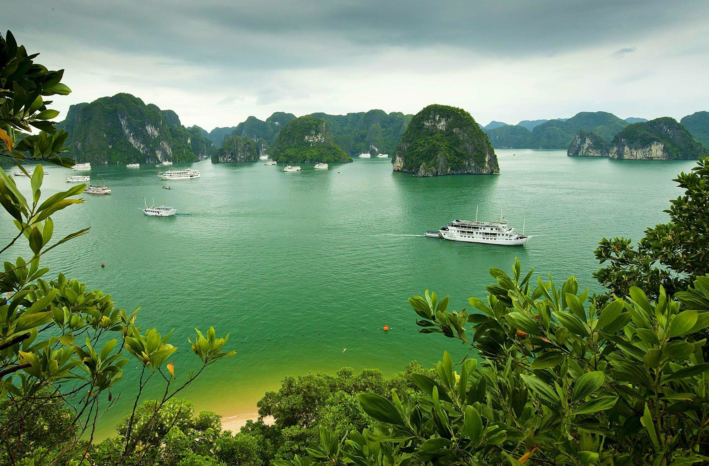 2280x1500 Halong Bay Vietnam Island Ship Boat Background Pictures wallpaper thumb