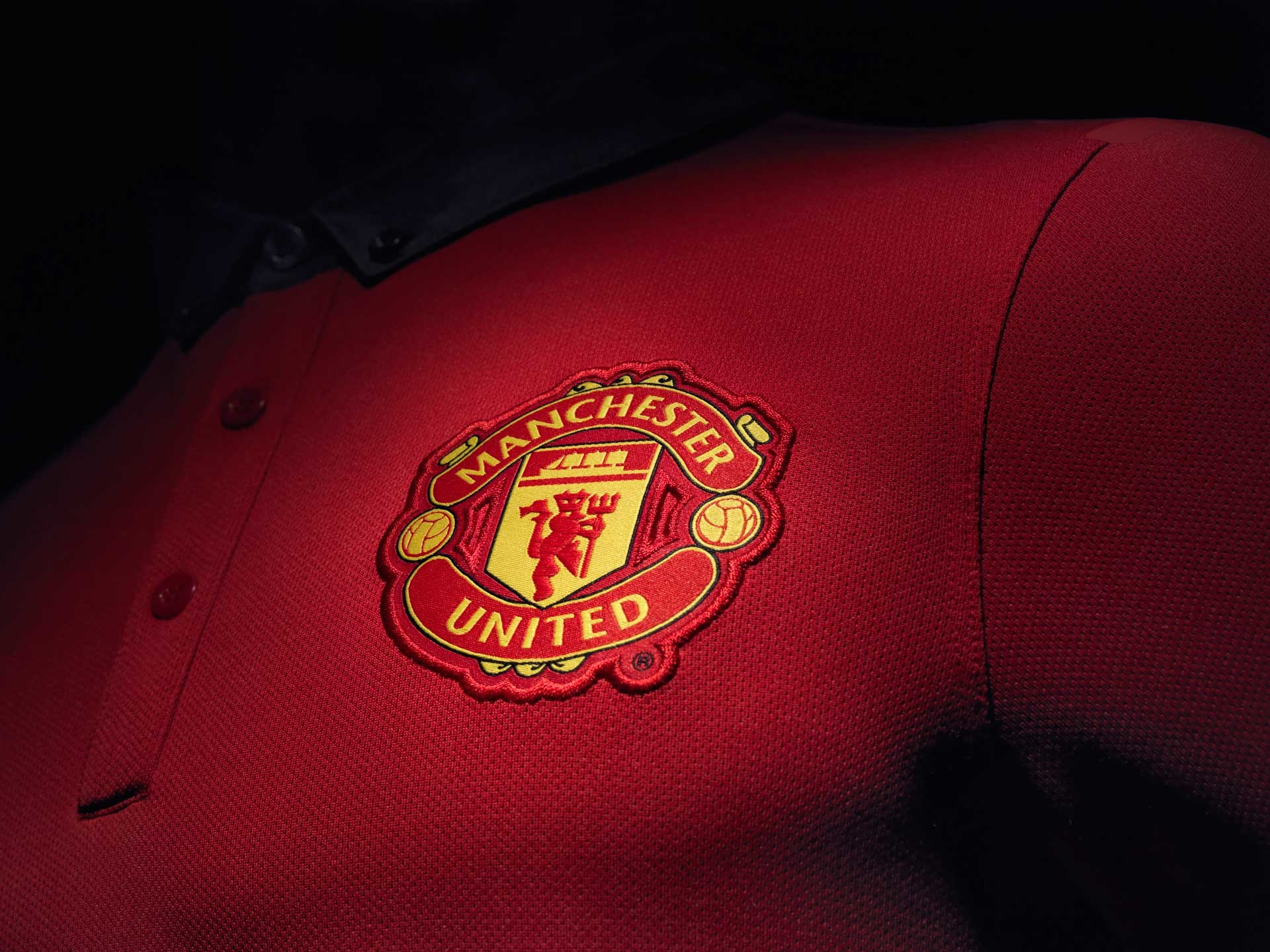 1920x1440 Manchester United crest logo in the jersey 2014-2015 wallpaper