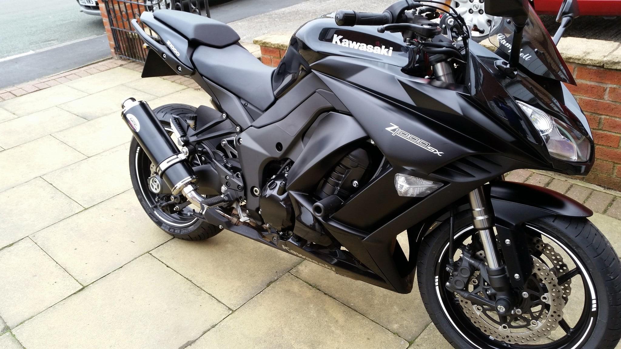 2048x1152 Black Kawasaki Z1000sx High Resolution
