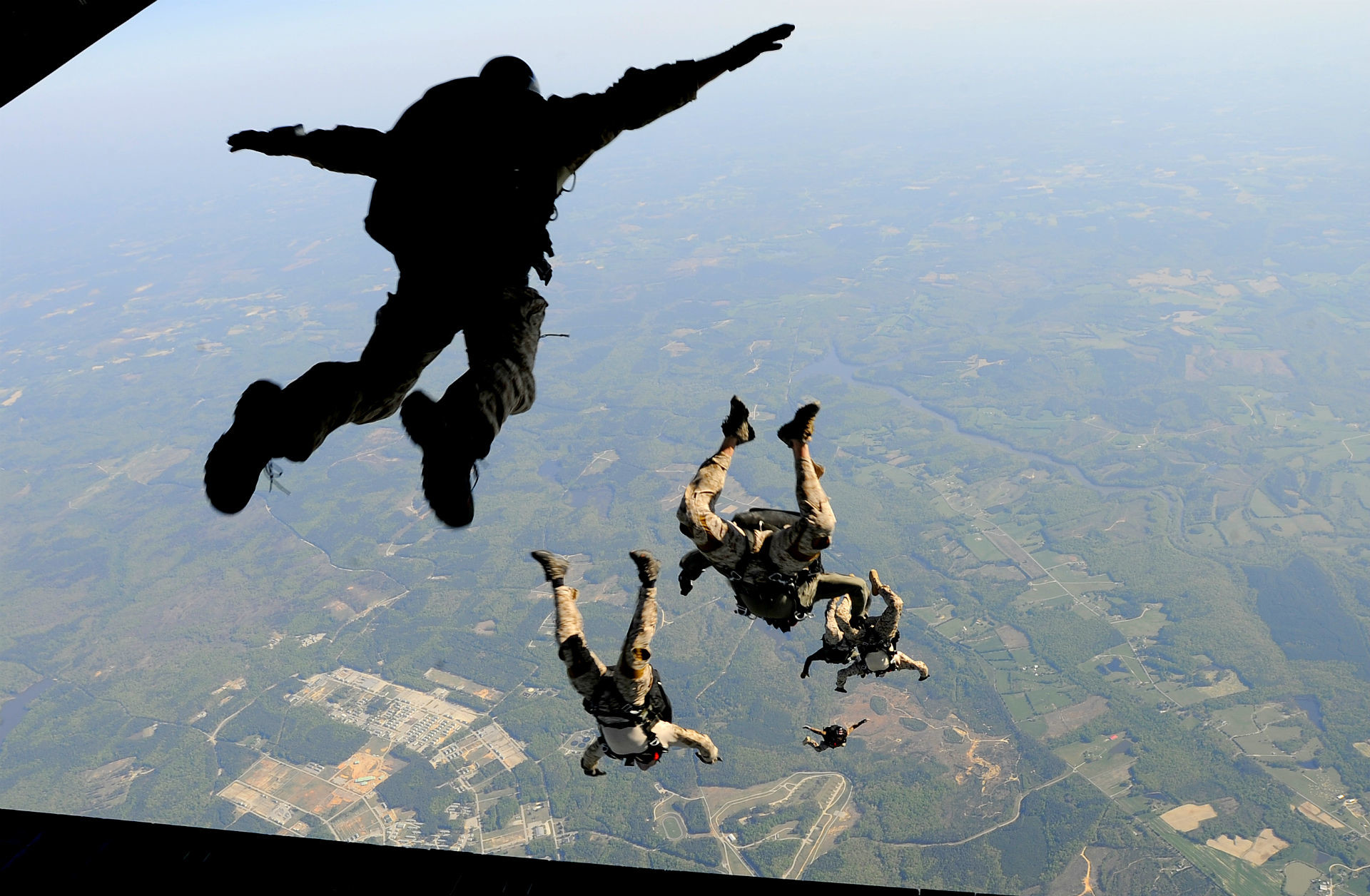 1920x1256 Military - Soldier Skydiving Airplane Wallpaper