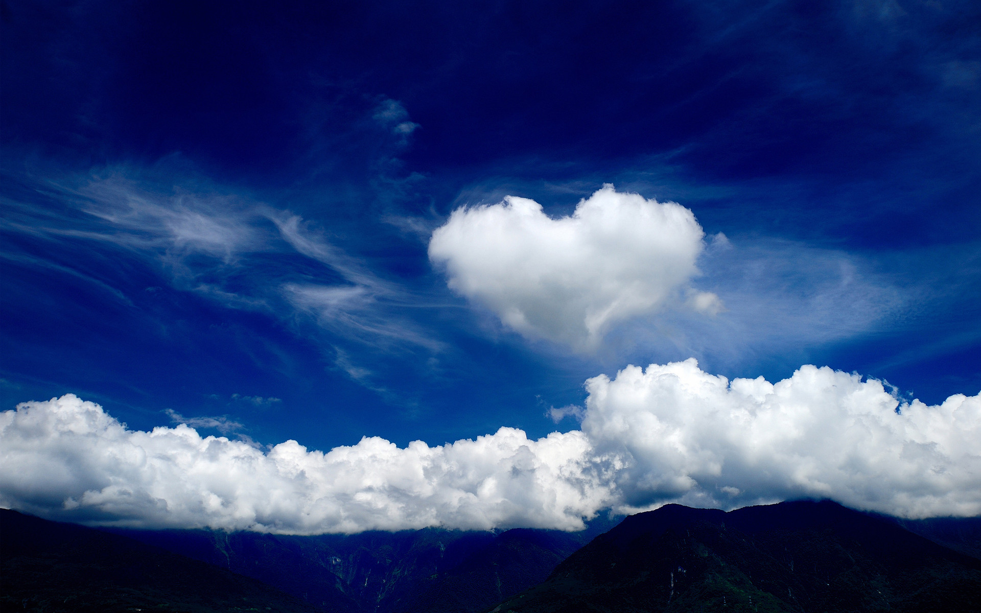 1920x1200 Love heart cloud