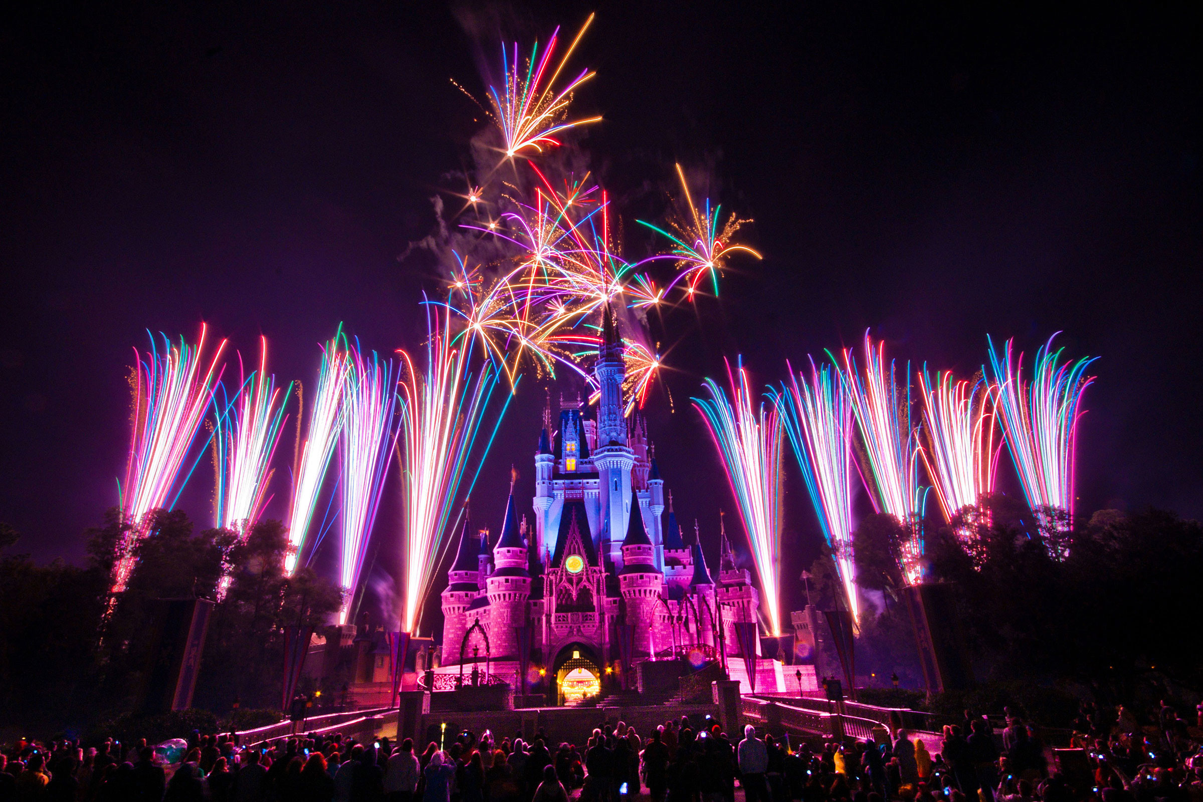 2400x1600 Walt-Disney-4th-for-july-fireworks