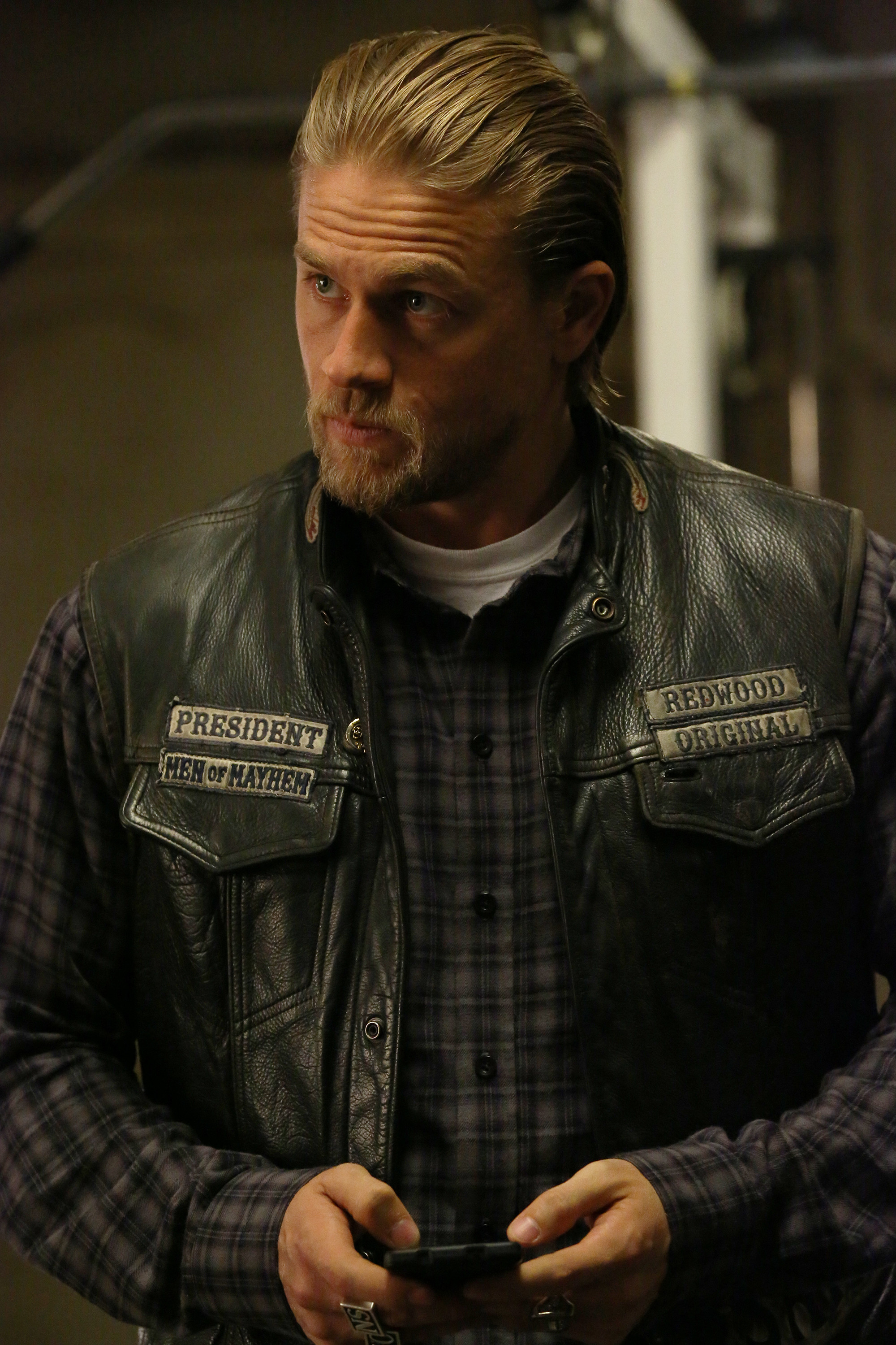 2000x3000 sons-of-anarchy-charlie-hunnam-season-7-episode-