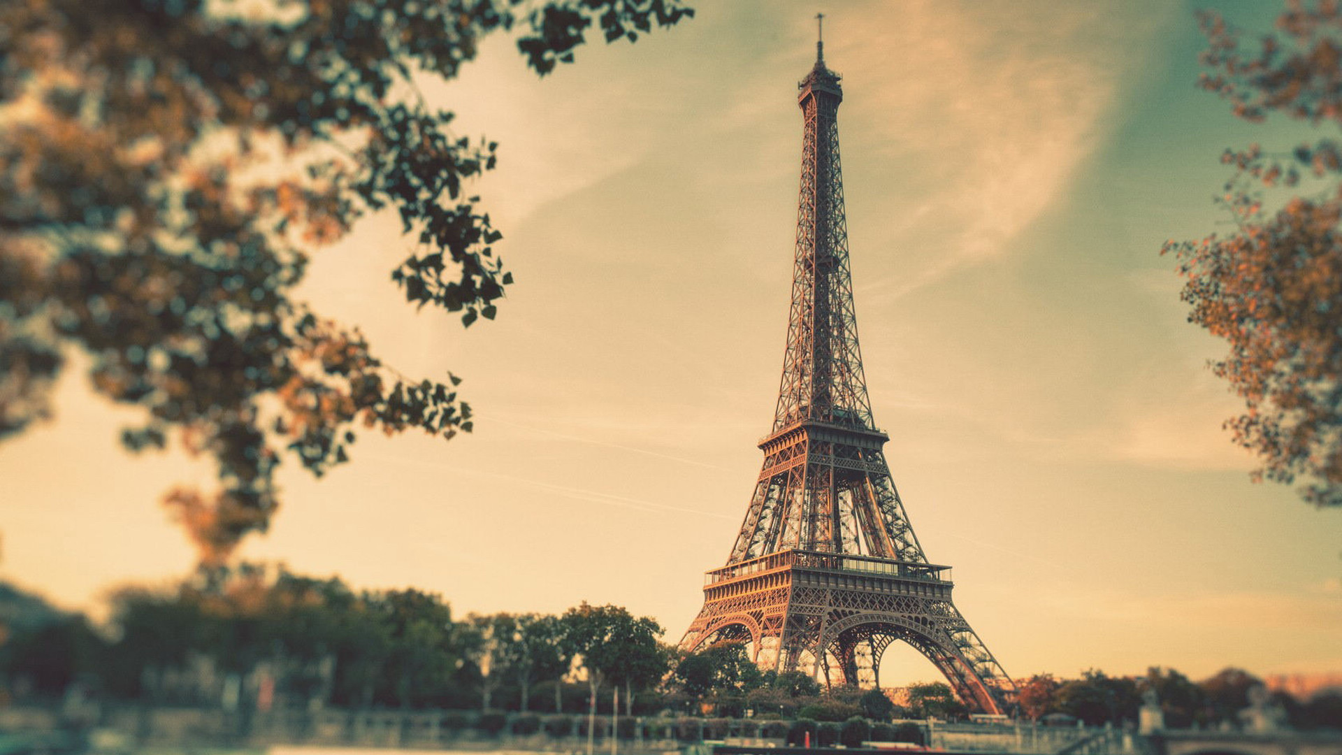 1920x1080 Vintage Eiffel Tower Free Desktop Wallpaper X