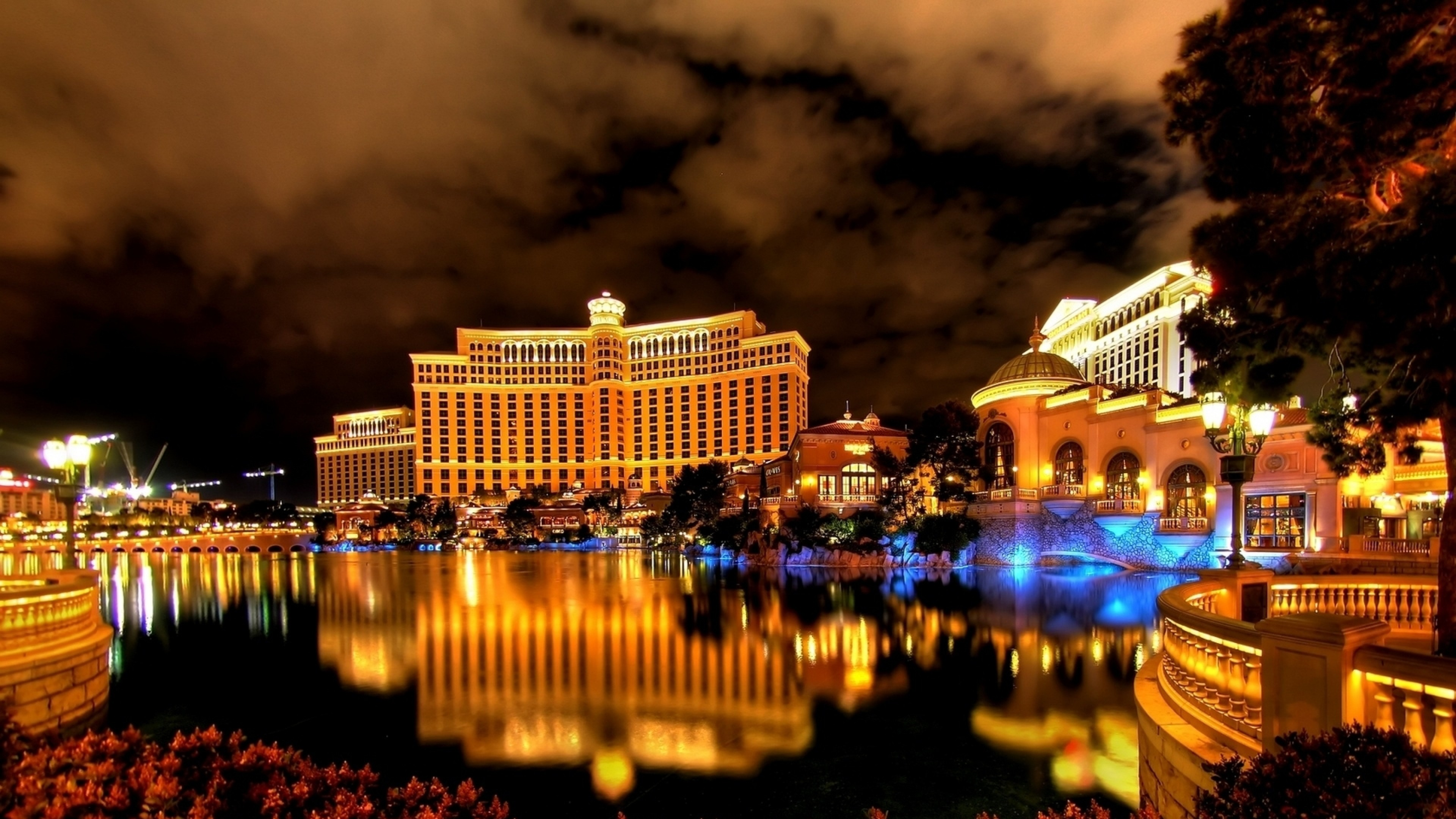 3840x2160 Preview wallpaper las vegas, night, hotel, building, reflection, fountain