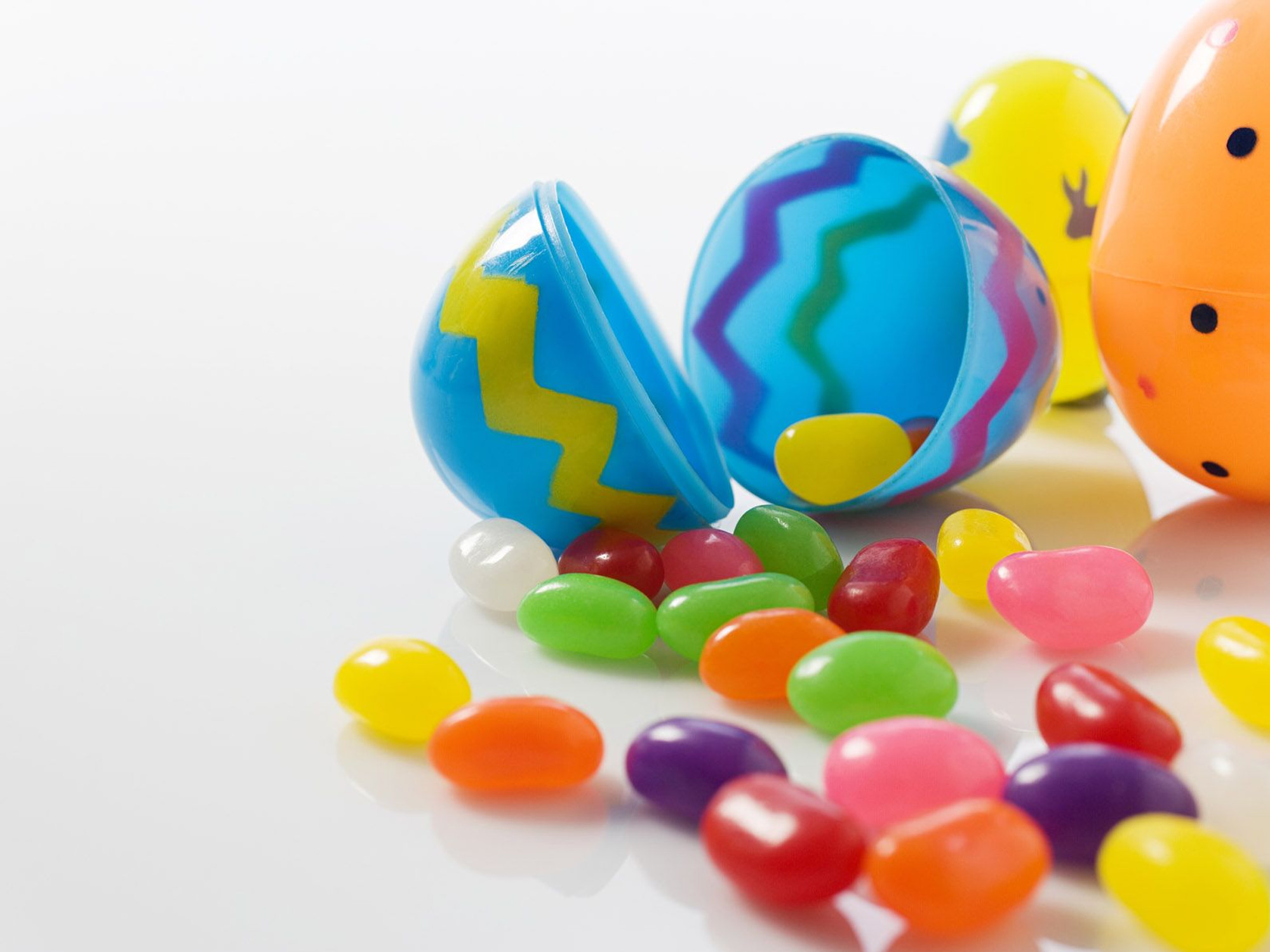 2000x1500 Eggs and Jellybeans Easter Wallpaper