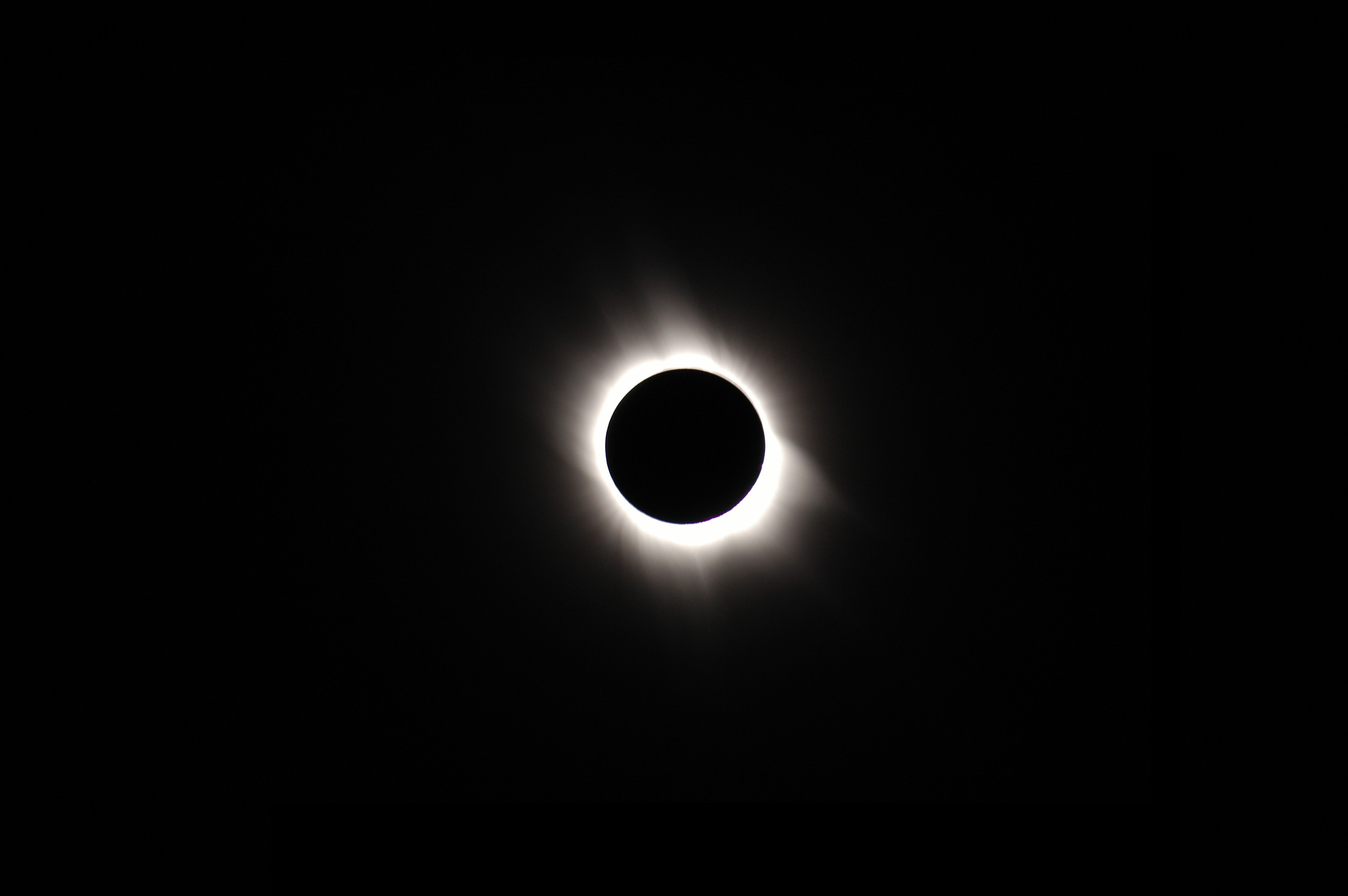 3008x2000 Make the total eclipse last forever with these 25 HD wallpapers - deTeched