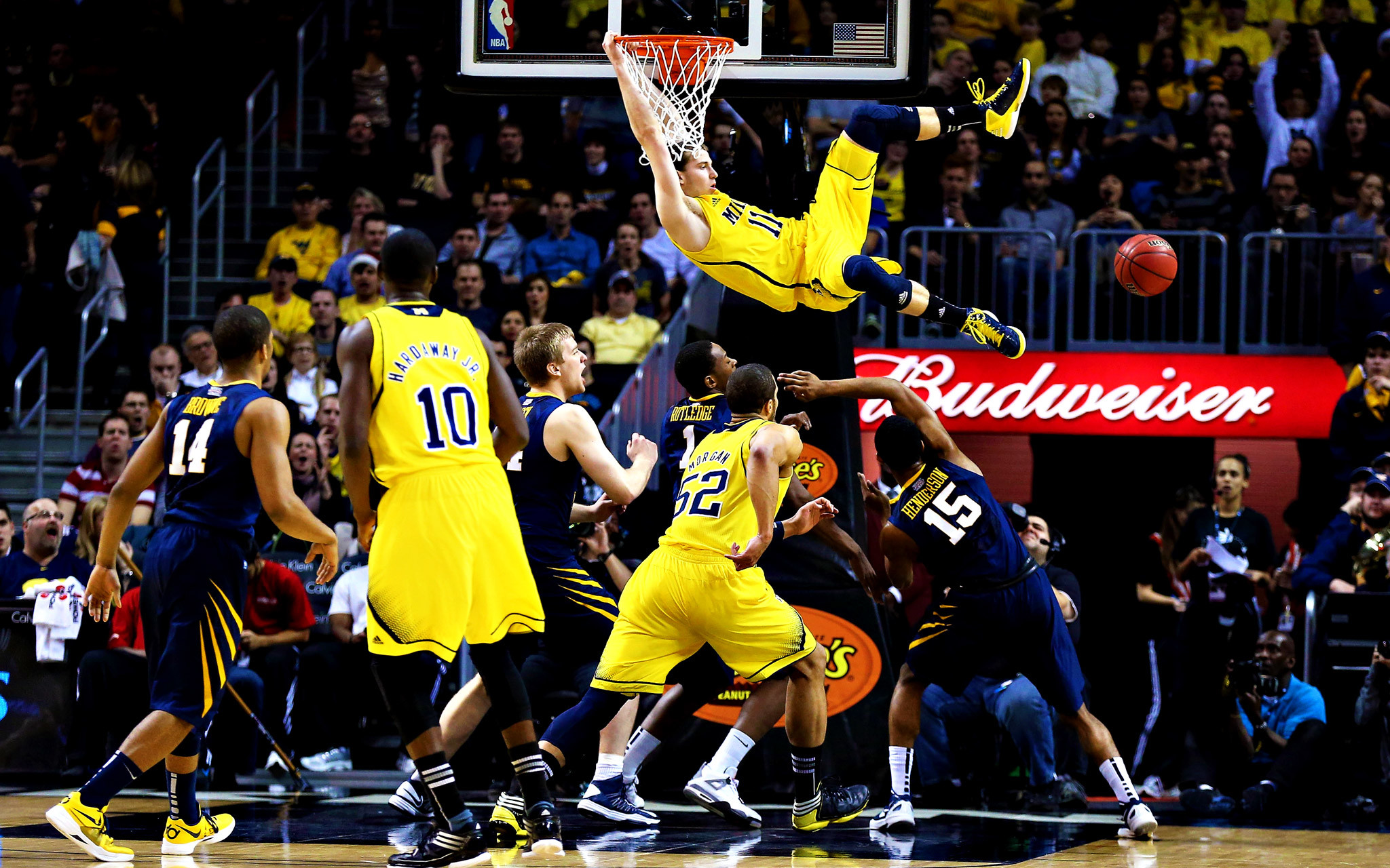 2048x1280 michigan wolverines basketball wallpaper