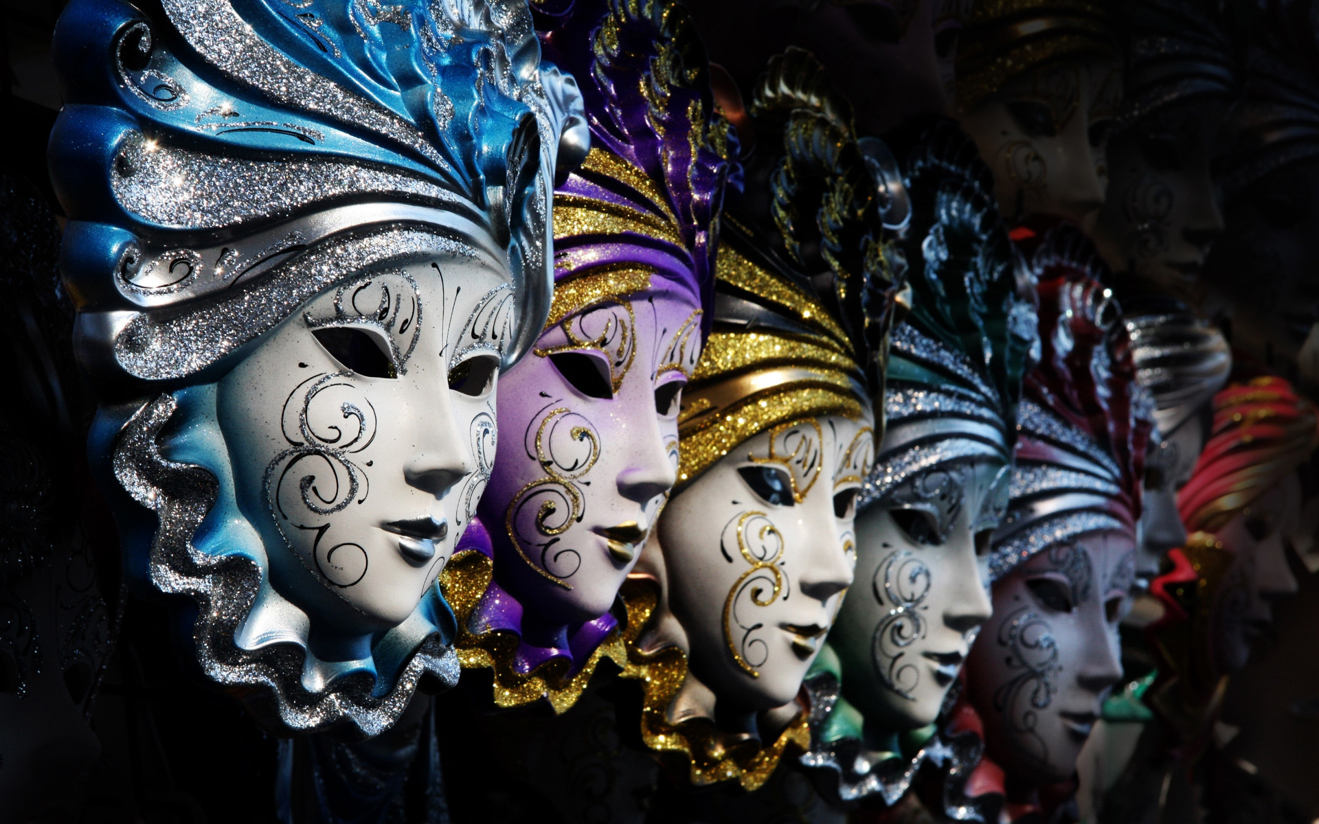 1920x1200 Mardi Gras Masks as Free Wallpapers to be used on Screens