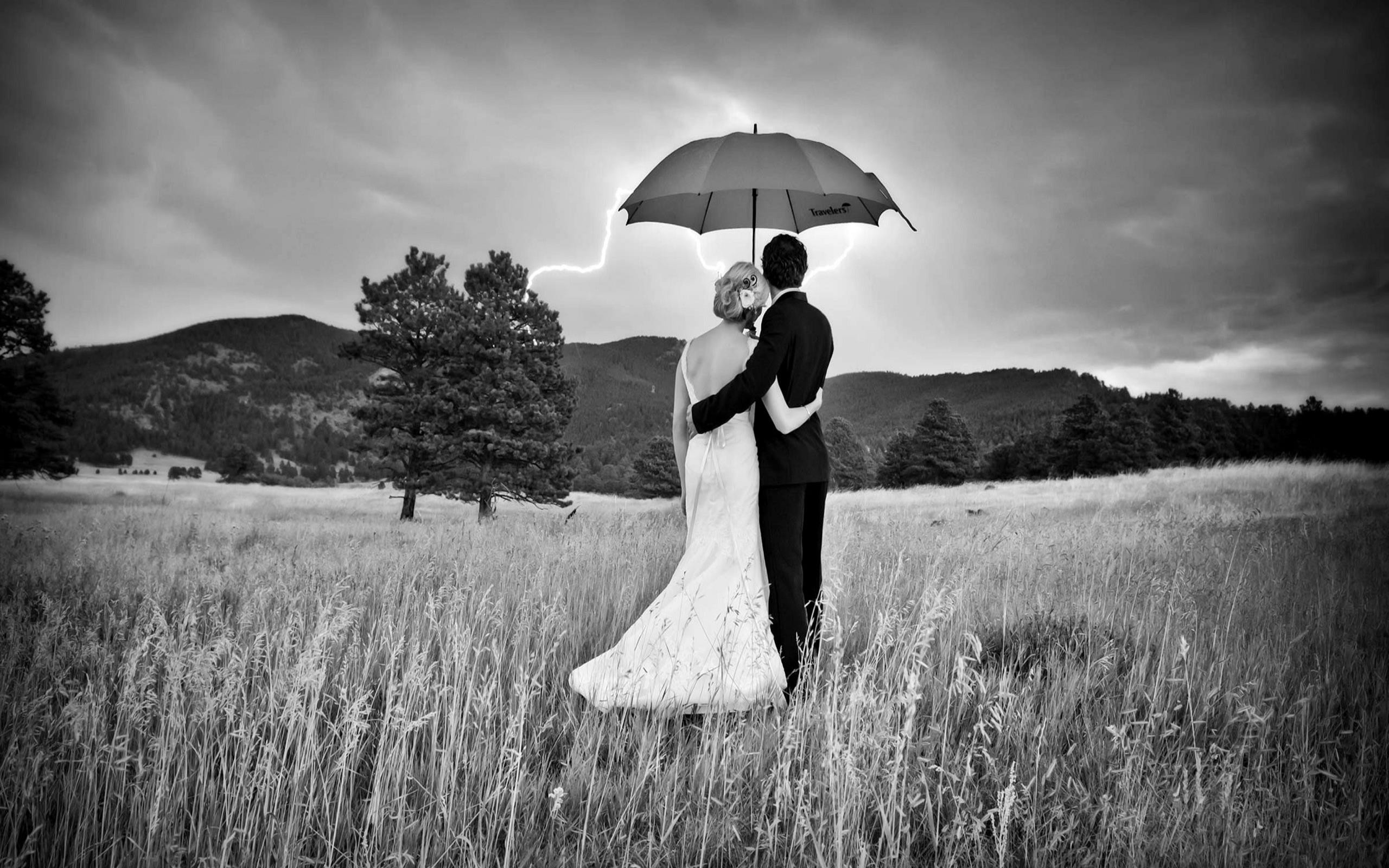 2560x1600 Black White Photography Love Couple Wallpaper