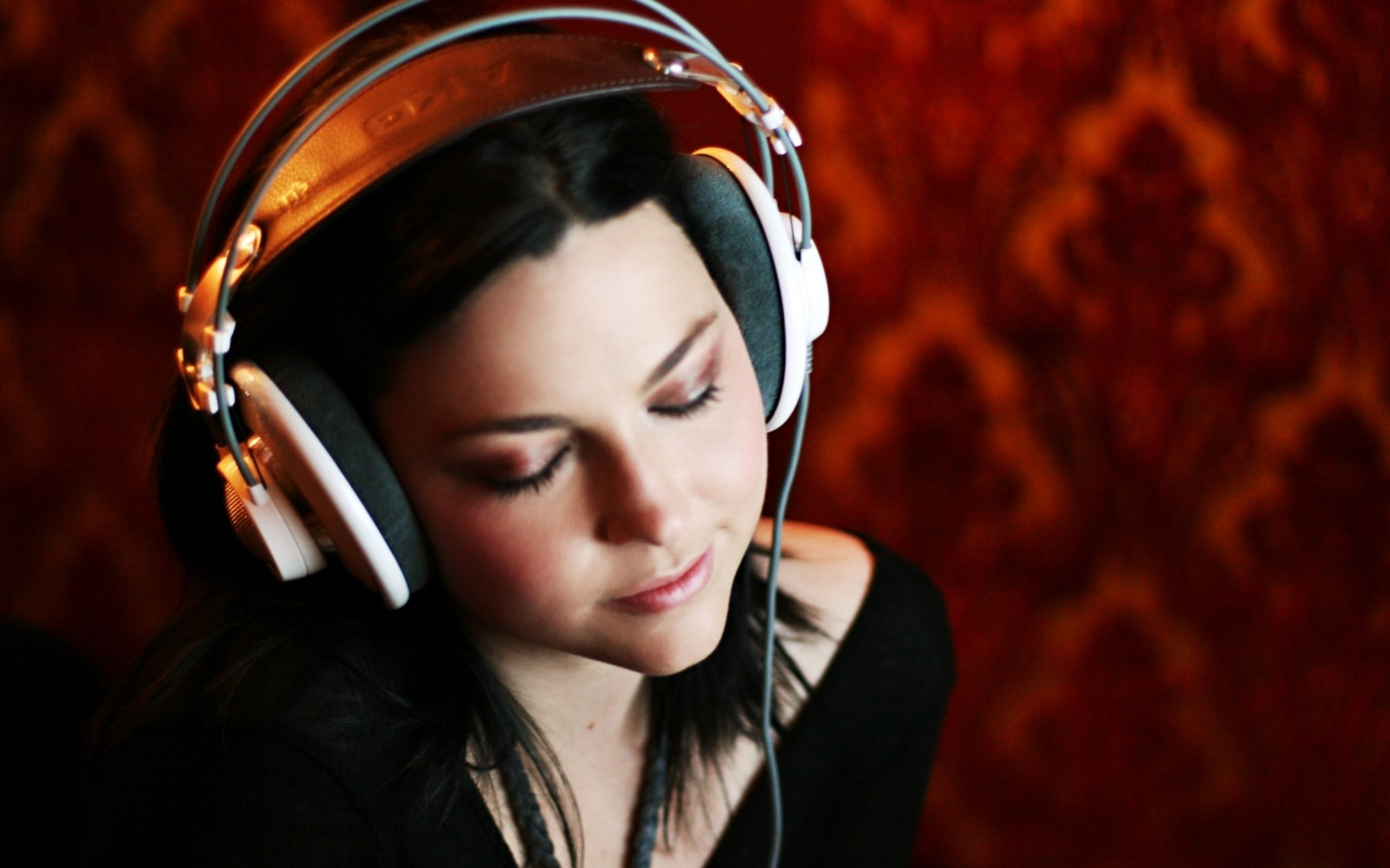 2560x1600 amy lee evanescence headphones girl 1599x1066 wallpaper Art HD Wallpaper