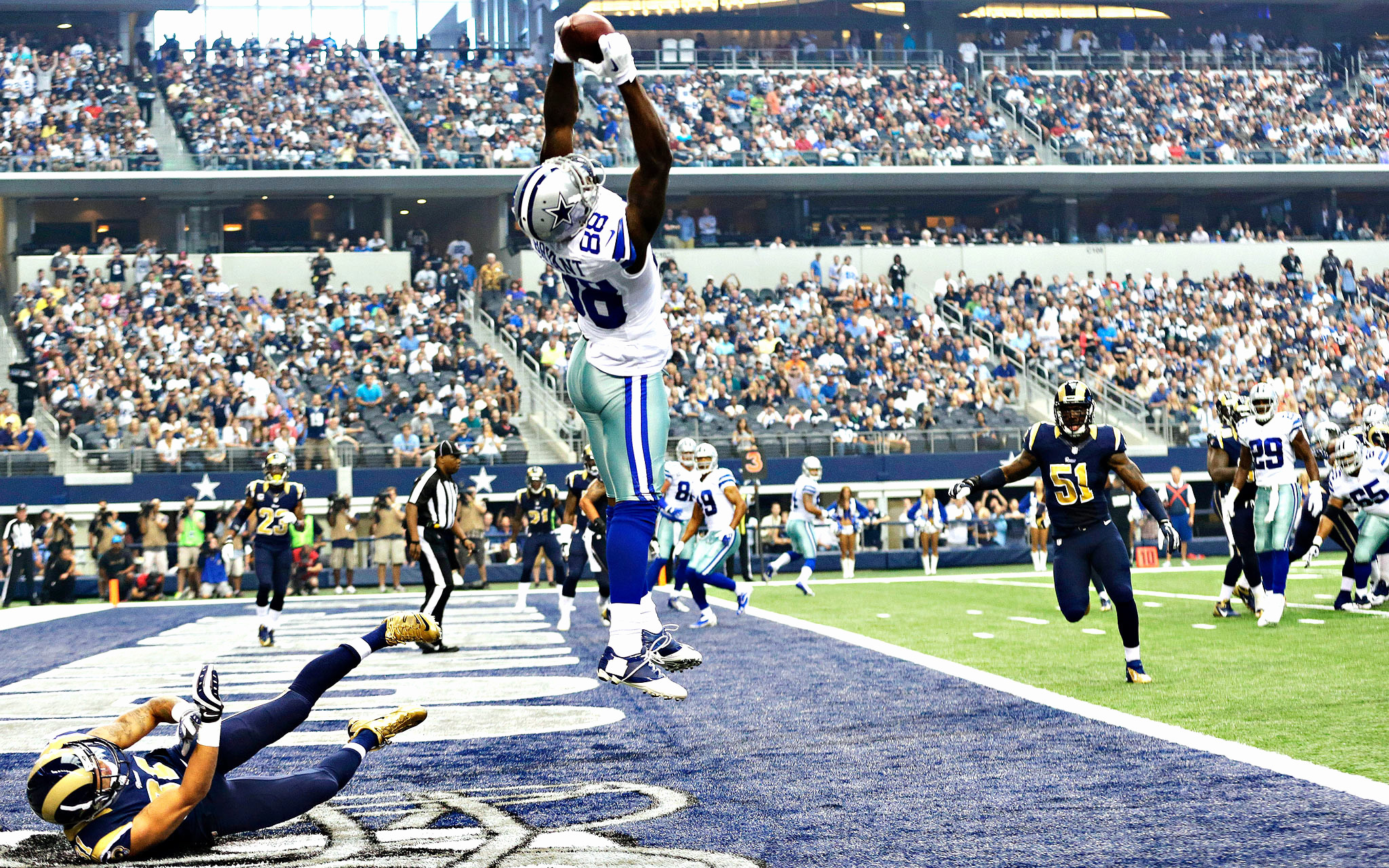 2048x1280 Dez Bryant Wallpapers