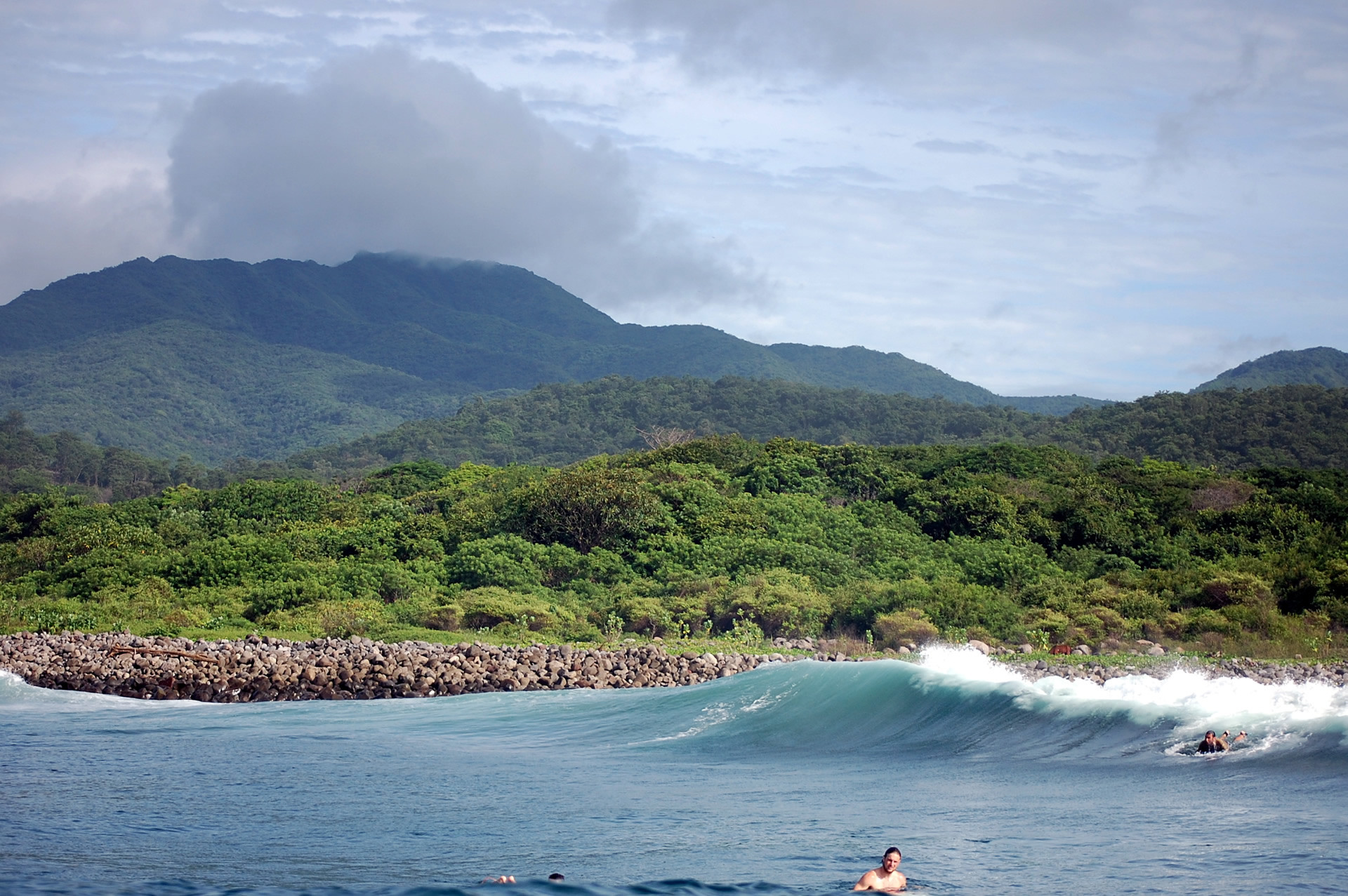 1920x1277 waves in el salvador