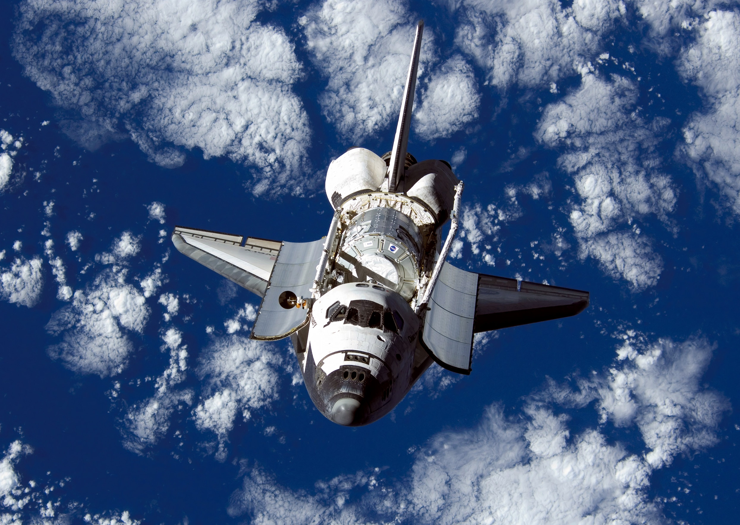 2490x1767 Nice Images Collection: Space Shuttle Discovery Desktop Wallpapers
