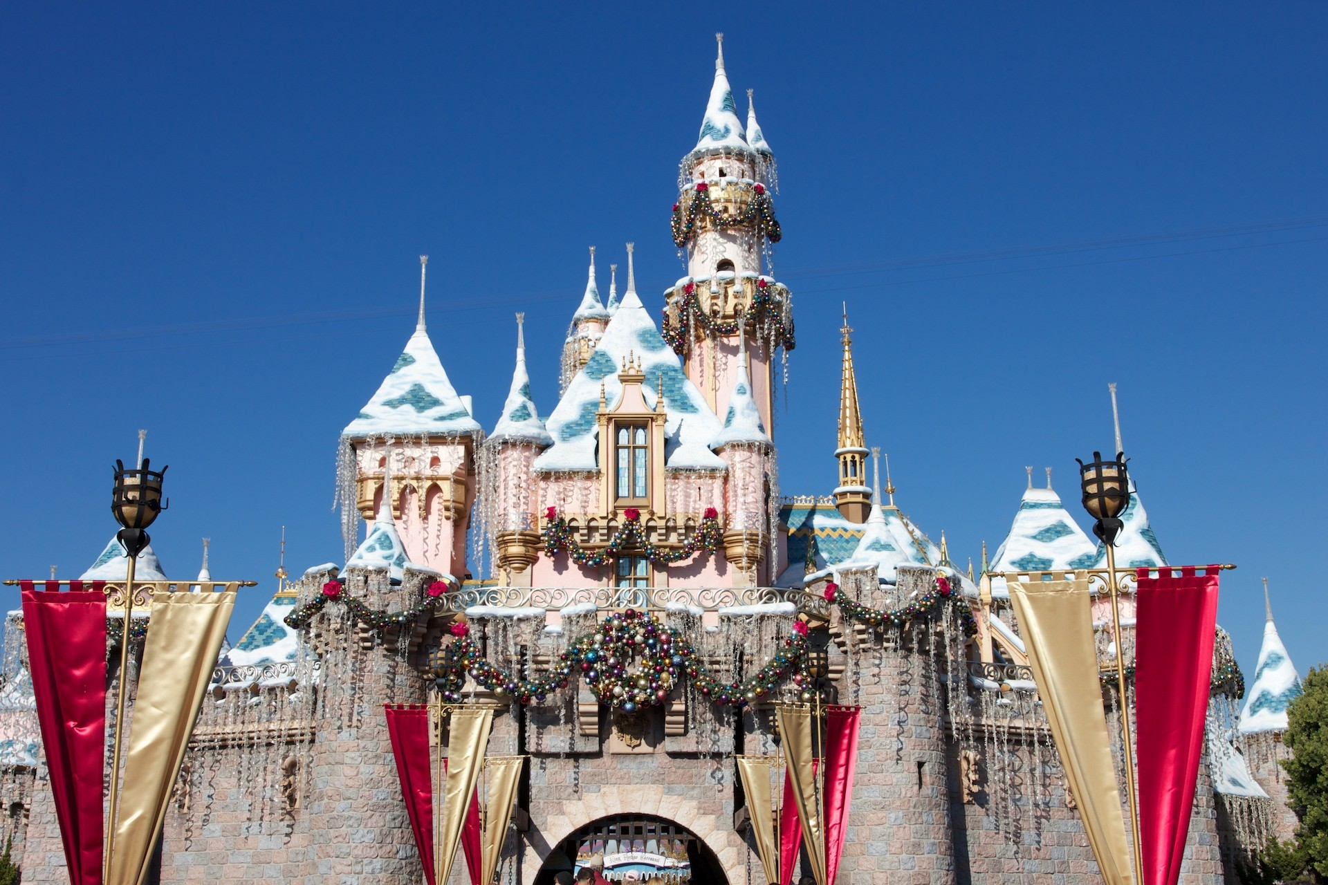 1920x1280 Sleeping Beauty castle at Disneyland decorated for Christmas wallpaper