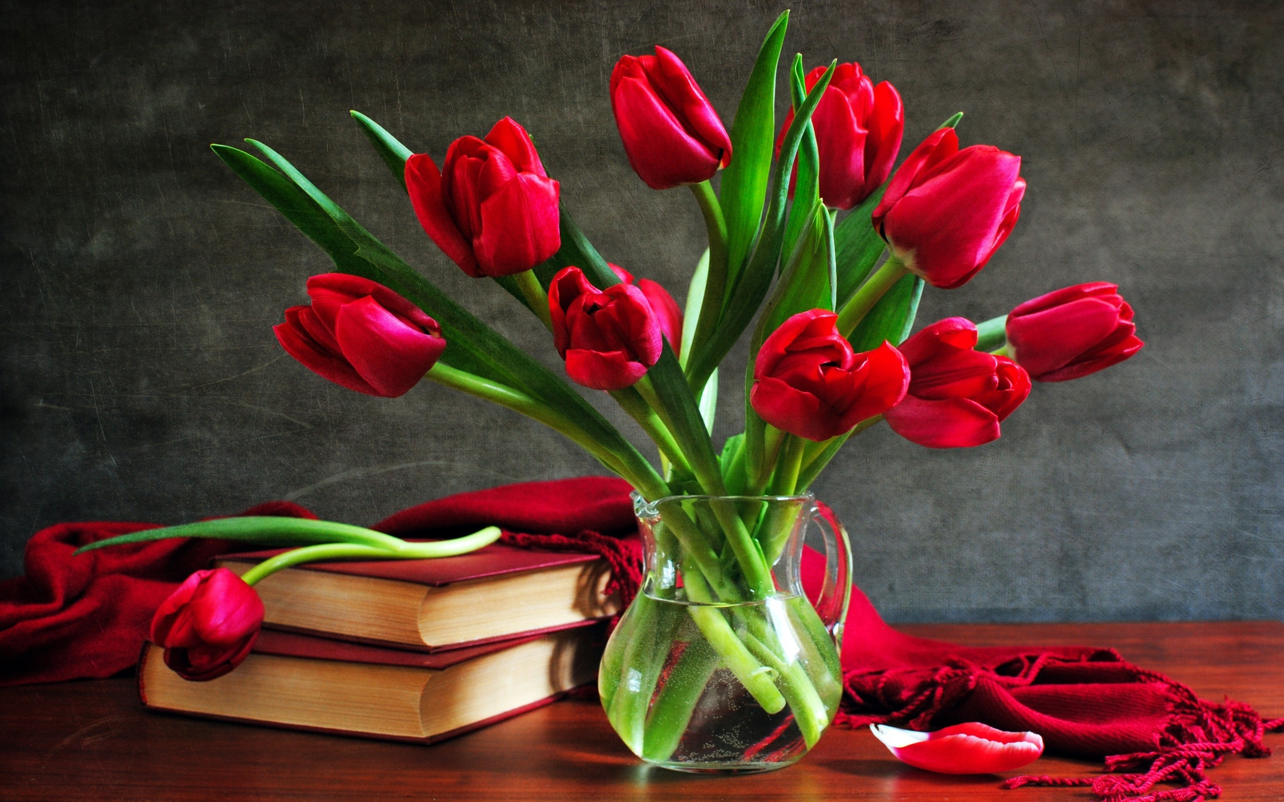 2560x1600 Composition romantic tulips HD Desktop Wallpaper