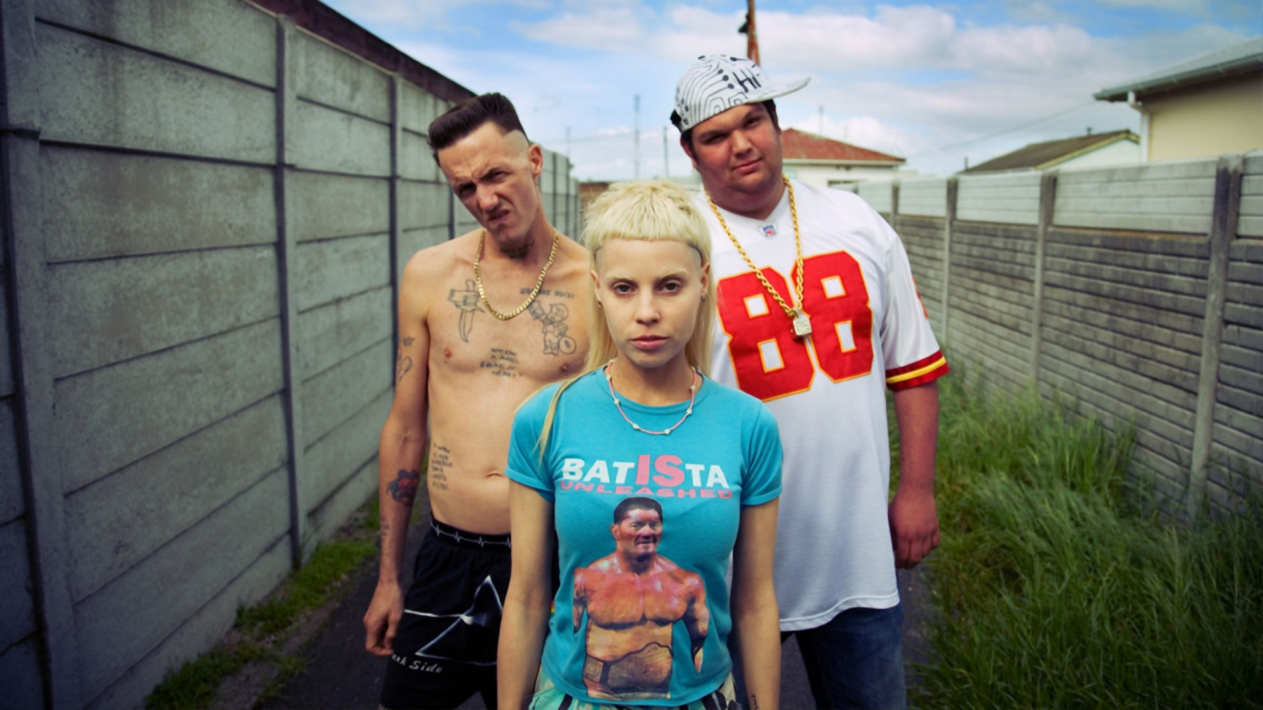 2560x1440  Wallpaper die antwoord, tattoo, girl, blonde, fence