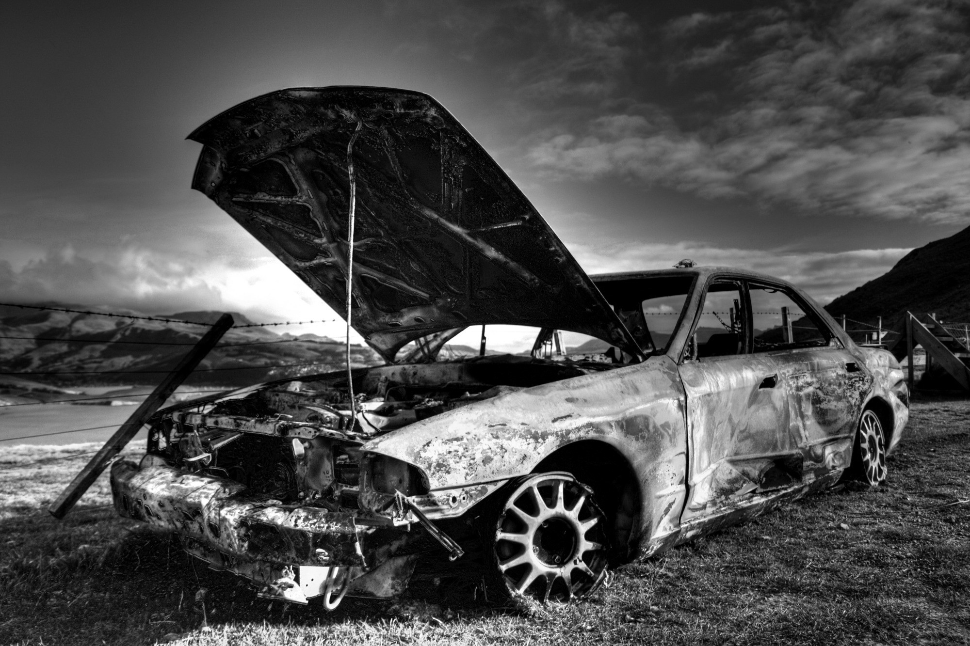 2000x1333 monochrome, Car, Wreck, Nissan Skyline R32 Wallpapers HD / Desktop and  Mobile Backgrounds