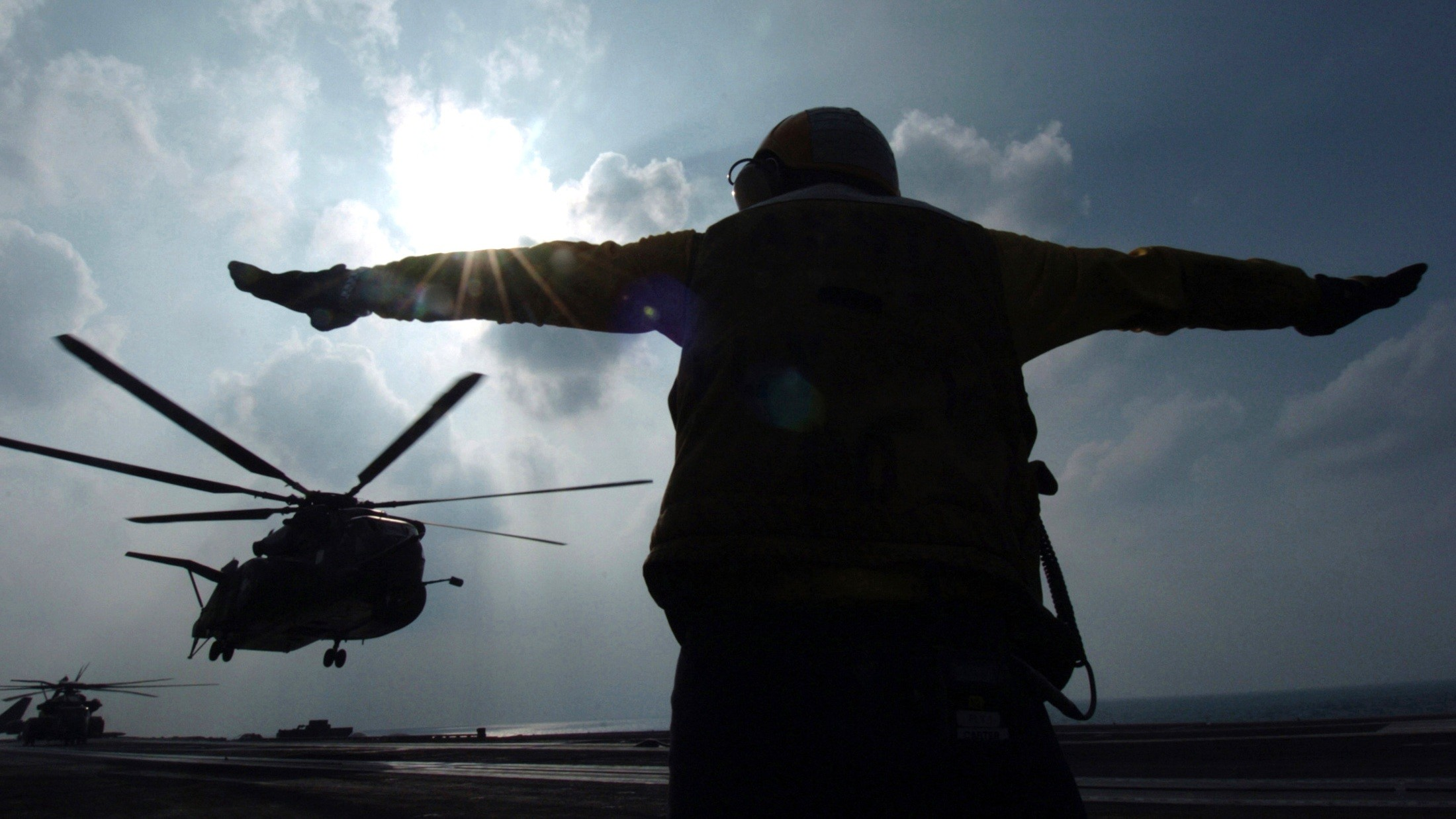2200x1237 ... navy wallpaper 4 US serviceman signals helicopter at the Gulf south of  Iraq ...