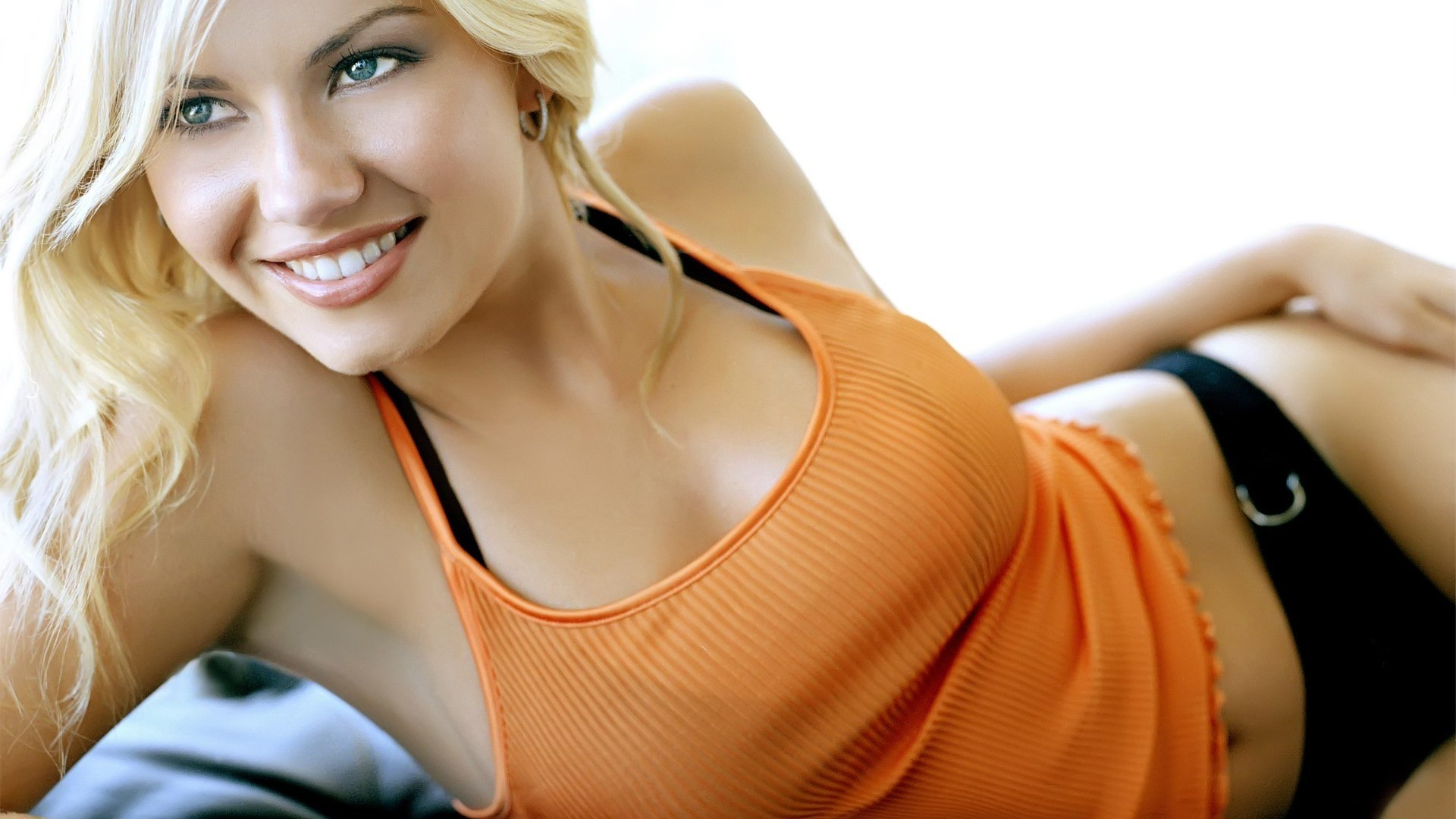 1920x1080 Wallpapers and pictures: Elisha Cuthbert beautiful smile wallpaper (1920 x  1080)