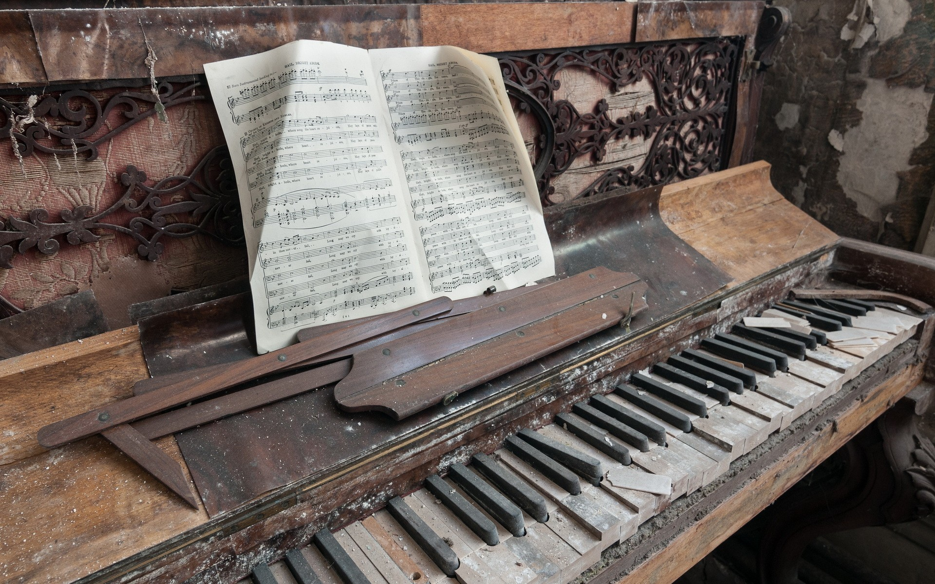 1920x1200 Vintage Piano WallPaper HD