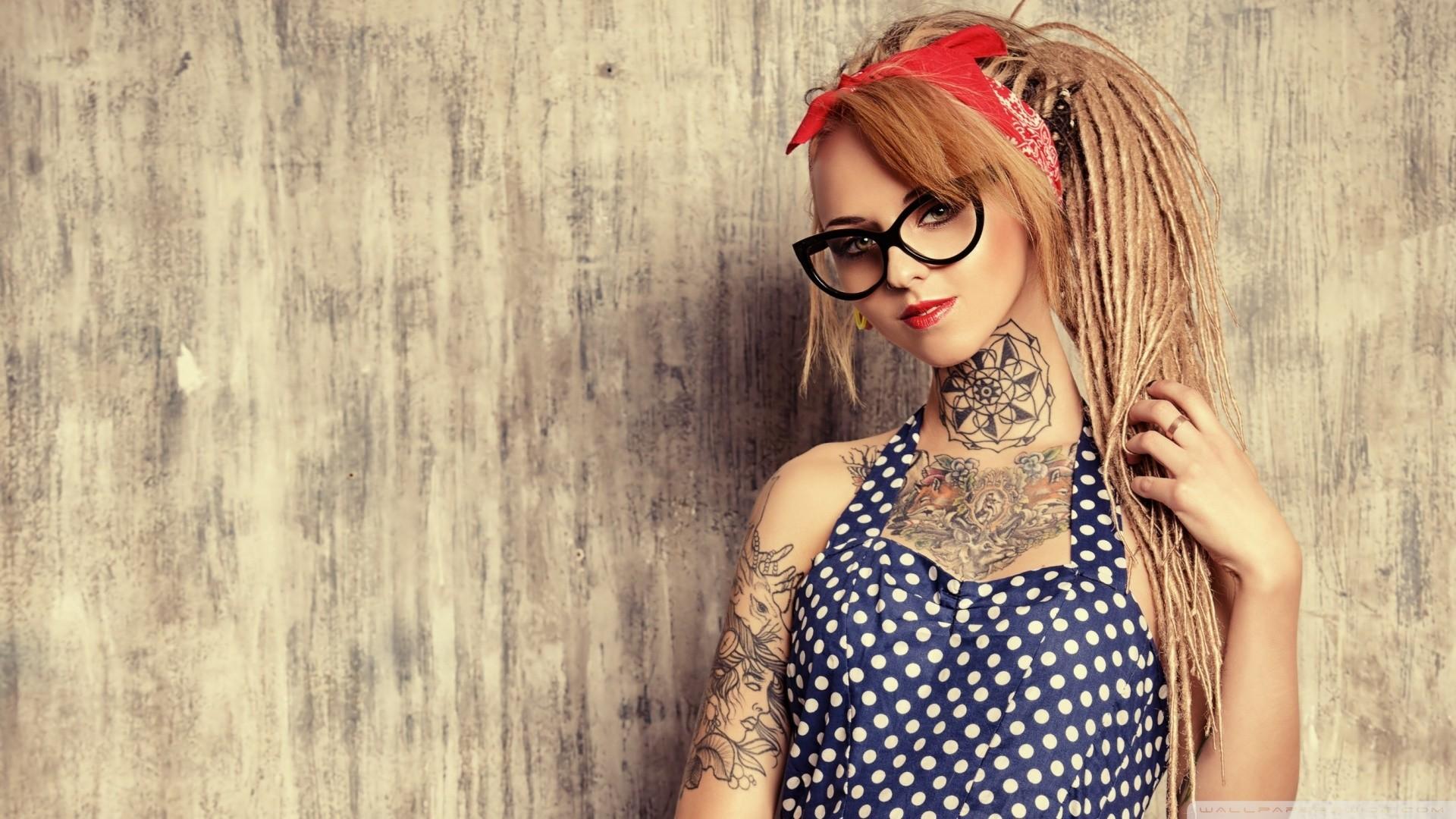 Tattoo girl wallpaper