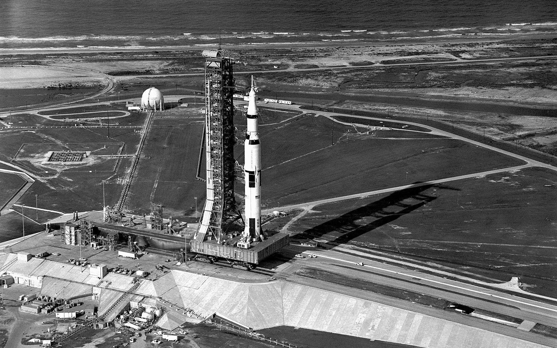 1920x1200 Aerial View of Apollo 11 Saturn V on Transporter Wallpapers - HD .