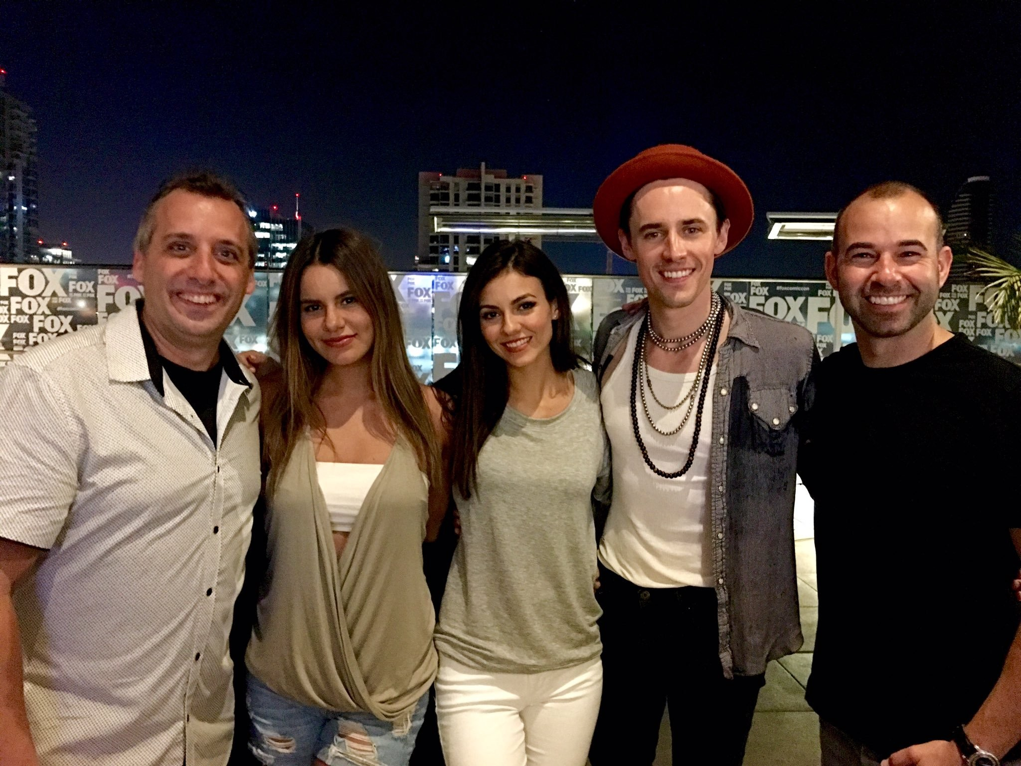 "2048x1536 Murr on Twitter: ""So much fun hanging out with @VictoriaJustice  @reevecarney @themadisongrace @Joe_Gatto @truTVjokers  https://t.co/Jdf4EecpLI"""