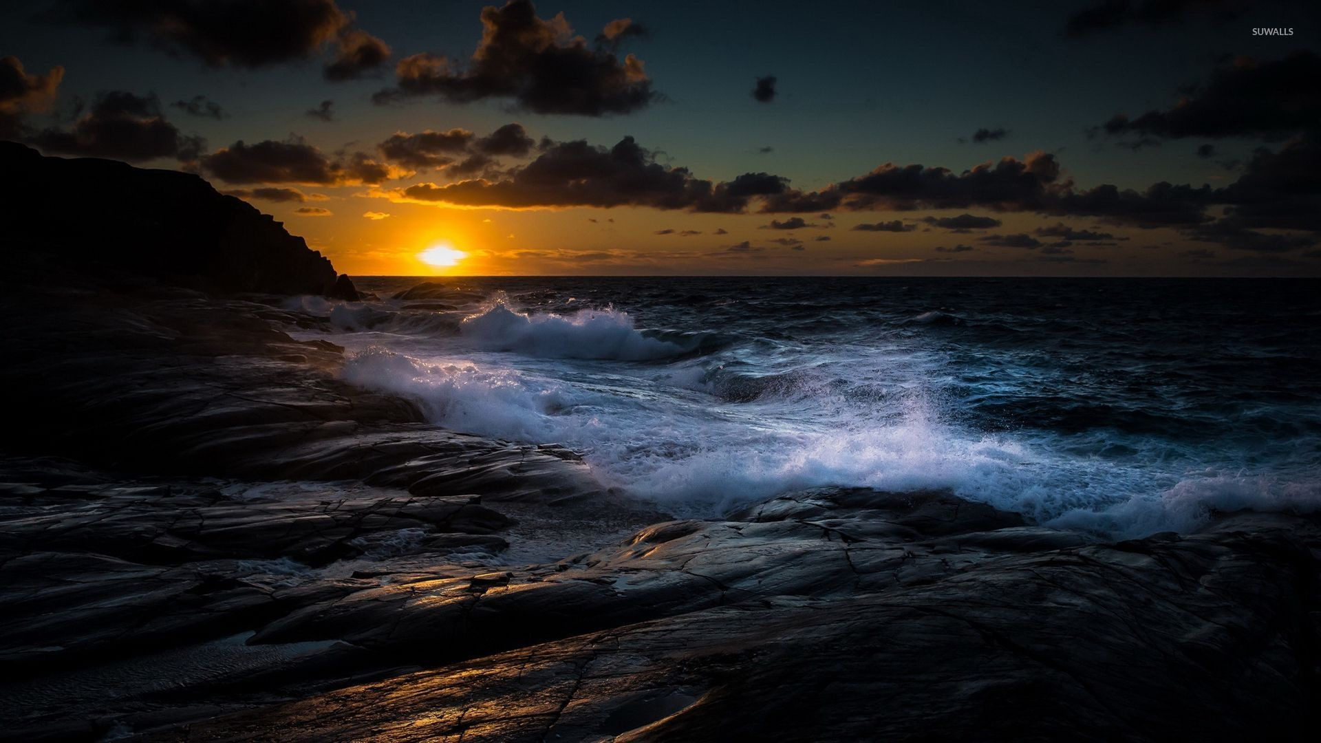 1920x1080 Waves fighting with the rocky shore at sunset wallpaper